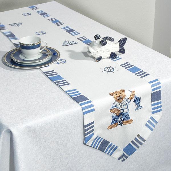 Дорожка для декорирования стола Schaefer, прямоугольная, цвет: белый, голубой, 30 x 180 см 05190-27405190-274Дорожка Schaefer выполнена из высококачественного полиэстера и украшена вышитым рисунком в виде мишки. Вы можете использовать дорожку для декорирования стола, комода или журнального столика. Благодаря такой дорожке вы защитите поверхность мебели от воды, пятен и механических воздействий, а также создадите атмосферу уюта и домашнего тепла в интерьере вашей квартиры. Изделия из искусственных волокон легко стирать: они не мнутся, не садятся и быстро сохнут, они более долговечны, чем изделия из натуральных волокон. Изысканный текстиль от немецкой компании Schaefer - это красота, стиль и уют в вашем доме. Дорожка органично впишется в интерьер любого помещения, а оригинальный дизайн удовлетворит даже самый изысканный вкус. Дарите себе и близким красоту каждый день!