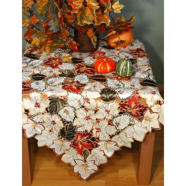 Скатерть Schaefer, квадратная, цвет: бежевый, красный, 85 x 85 см. 05532-10005532-100Скатерть Schaefer изготовлена из полиэстера и декорирована вышитыми в технике ришелье листьями. Изделия из полиэстера легко стирать: они не мнутся, не садятся и быстро сохнут, они более долговечны, чем изделия из натуральных волокон. Кроме того, ткань обладает водоотталкивающими свойствами. Такая скатерть будет просто не заменима на кухне, а особенно на вашем обеденном столе на даче под открытым небом. Скатерть Schaefer не останется без внимания ваших гостей, а вас будет ежедневно радовать ярким дизайном и несравненным качеством. Немецкая компания Schaefer создана в 1921 году. На протяжении всего времени существования она создает уникальные коллекции домашнего текстиля для гостиных, спален, кухонь и ванных комнат. Дизайнерские идеи немецких художников компании Schaefer воплощаются в текстильных изделиях, которые сделают ваш дом красивее и уютнее и не останутся незамеченными вашими гостями. Дарите себе и близким красоту ...