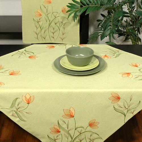 Скатерть Schaefer, квадратная, цвет: зеленый, 85 x 85 см. 07025-10007025-100Скатерть Schaefer изготовлена из полиэстера и украшена цветочной вышивкой. Изделия из полиэстера легко стирать: они не мнутся, не садятся и быстро сохнут, они более долговечны, чем изделия из натуральных волокон. Кроме того, ткань обладает водоотталкивающими свойствами. Такая скатерть будет просто не заменима на кухне, а особенно на вашем обеденном столе на даче под открытым небом. Скатерть Schaefer не останется без внимания ваших гостей, а вас будет ежедневно радовать ярким дизайном и несравненным качеством. Немецкая компания Schaefer создана в 1921 году. На протяжении всего времени существования она создает уникальные коллекции домашнего текстиля для гостиных, спален, кухонь и ванных комнат. Дизайнерские идеи немецких художников компании Schaefer воплощаются в текстильных изделиях, которые сделают ваш дом красивее и уютнее и не останутся незамеченными вашими гостями. Дарите себе и близким красоту каждый день! Изысканный...