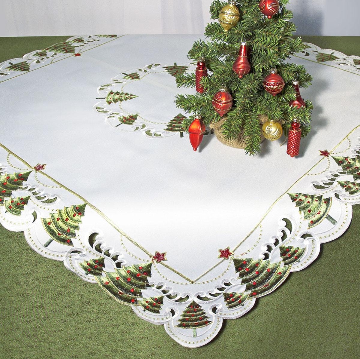 Скатерть Schaefer, квадратная, цвет: белый, зеленый, 85 x 85 см. 07494-10007494-100Скатерть Schaefer изготовлена из полиэстера и украшена новогодней вышивкой. Края изделия оформлены в технике ришелье. Изделия из полиэстера легко стирать: они не мнутся, не садятся и быстро сохнут, они более долговечны, чем изделия из натуральных волокон. Кроме того, ткань обладает водоотталкивающими свойствами. Такая скатерть будет просто не заменима на кухне, а особенно на вашем обеденном столе на даче под открытым небом. Скатерть Schaefer не останется без внимания ваших гостей, а вас будет ежедневно радовать ярким дизайном и несравненным качеством. Немецкая компания Schaefer создана в 1921 году. На протяжении всего времени существования она создает уникальные коллекции домашнего текстиля для гостиных, спален, кухонь и ванных комнат. Дизайнерские идеи немецких художников компании Schaefer воплощаются в текстильных изделиях, которые сделают ваш дом красивее и уютнее и не останутся незамеченными вашими гостями. Дарите себе и...