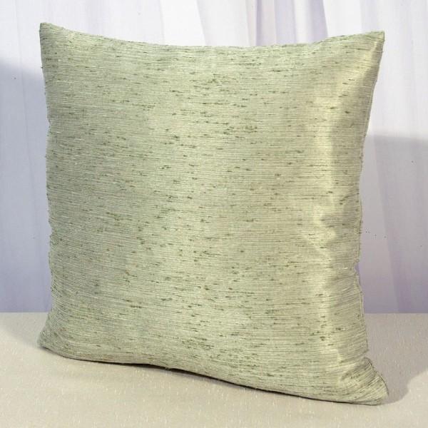 Наволочка декоративная Schaefer, цвет: зеленый, 40 см х 40 см. 08783-50108783-501Наволочка Schaefer изготовлена из полиэстера. Она застегивается на застежку-молнию. Изделия из полиэстера легко стирать: они не мнутся, не садятся и быстро сохнут, они более долговечны, чем изделия из натуральных волокон. Это текстильное изделие станет удобным и комфортным украшением вашего дома! Немецкая компания Schaefer создана в 1921 году. На протяжении всего времени существования она создает уникальные коллекции домашнего текстиля для гостиных, спален, кухонь и ванных комнат. Дизайнерские идеи немецких художников компании Schaefer воплощаются в текстильных изделиях, которые сделают ваш дом красивее и уютнее и не останутся незамеченными вашими гостями. Дарите себе и близким красоту каждый день!