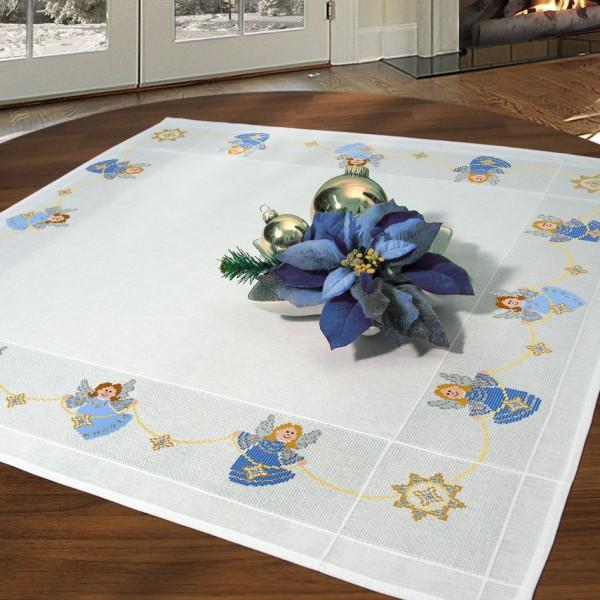 Набор для вышивания скатерти крестом Schaefer, 90 х 90 см 6797/2036797/203Красивый рисунок-вышивка с новогодним мотивом, выполненный на скатерти, выглядит стильно и модно. Такая скатерть великолепно украсит праздничный стол к новогодним праздникам, а вышивание отвлечет вас от повседневных забот и превратится в увлекательное занятие! Работа, сделанная своими руками, создаст особый уют и атмосферу в доме и долгие годы будет радовать вас и ваших близких, а также станет прекрасным подарком. Вышитая своими руками скатерть, может стать настоящей реликвией в вашей семье, так как будет хранить теплоту вашего сердца и рук. Набор для вышивания содержит все необходимые материалы для вышивания на скатерти швом счетный крест в три нити. В состав набора входит: - скатерть белого цвета с обработанным краем (100% хлопок, 90х90 см), - вышивальные нитки (9 цветов, 100% хлопок), - игла, - цветная символьная схема, - подробная инструкция. Изысканный текстиль от немецкой компании Schaefer - это...