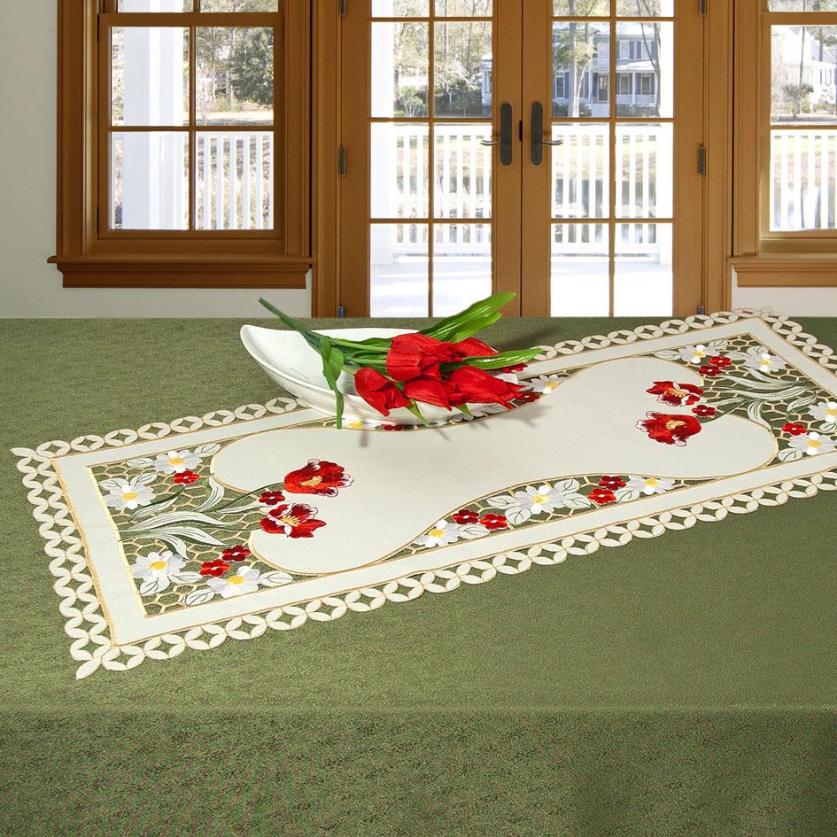 Дорожка для декорирования стола Schaefer, прямоугольная, цвет: белый, красный, 40 x 85 см 07380-27107380-271Дорожка Schaefer выполнена из высококачественного полиэстера и украшена вышитыми рисунками в виде цветов. Края дорожки оформлены в технике ришелье. Вы можете использовать дорожку для декорирования стола, комода или журнального столика. Благодаря такой дорожке вы защитите поверхность мебели от воды, пятен и механических воздействий, а также создадите атмосферу уюта и домашнего тепла в интерьере вашей квартиры. Изделия из искусственных волокон легко стирать: они не мнутся, не садятся и быстро сохнут, они более долговечны, чем изделия из натуральных волокон. Изысканный текстиль от немецкой компании Schaefer - это красота, стиль и уют в вашем доме. Дорожка органично впишется в интерьер любого помещения, а оригинальный дизайн удовлетворит даже самый изысканный вкус. Дарите себе и близким красоту каждый день!
