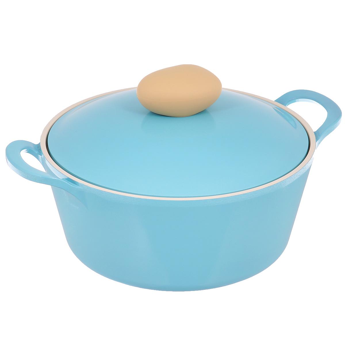Кастрюля Frybest Round с крышкой, с керамическим покрытием, цвет: голубой, 2,8 лROUND C22-BКастрюля Frybest Round выполнена из алюминия с внутренним и внешним керамическим покрытием Ecolon Superior. Такое покрытие устойчиво к повреждениям и не содержит вредных компонентов, так как изготовлено из натуральных материалов. Кастрюля оснащена удобными литыми алюминиевыми ручками и крышкой с пароотводом и прорезиненной ручкой из высококачественного пластика. Коллекция Round - это сочетание непревзойденного качества и элегантности. Ключевые преимущества: - Литой алюминиевый корпус хорошо проводит тепло и равномерно нагревается, обеспечивая наиболее эффективное приготовление пищи, - Крепления ручек не имеют заклепок на внутренней стороне посуды, - Внешнее и внутреннее покрытие устойчиво к царапинам и повреждениям, - Покрытие абсолютно нейтрально и не вступает в реакцию с пищей, - Легко моется, - Утолщенное дно для лучшего распространения тепла и экономии энергии, - Благодаря равномерно прогревающейся алюминиевой...
