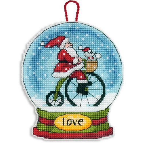 Набор для вышивания крестом Dimensions Снежный шар и Санта, 9,5 см х 11,4 смDMS-70-08903Набор для вышивания Dimensions Снежный шар и Санта поможет вам создать свой личный шедевр - новогоднее подвесное украшение, вышитое в технике счетный крест. Вышивание отвлечет вас от повседневных забот и превратится в увлекательное занятие! Работа, сделанная своими руками, создаст особый уют и атмосферу в доме и долгие годы будет радовать вас и ваших близких, а подарок, выполненный собственноручно, станет самым ценным для друзей и знакомых. В набор входят: - канва пластиковая 14 белая, - хлопковые нитки мулине: 15 цветов, - игла, - инструкция на русском языке.