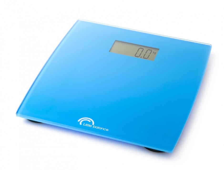 Весы напольные Little balance Little Cayn, цвет: голубой8027Напольные весы Little balance Little Cayn просты и удобны в эксплуатации. Горизонтальная платформа изготовлена из качественного высокопрочного стекла, выдерживающего вес до 150 кг. Весы имеют функцию автоматического включения и оснащены цифровым дисплеем. Изделие работает на батарейке типа CR 2032 (входит в комплект). Прилагается инструкция по эксплуатации на русском языке. Материал: стекло, полимерные материалы. Размер: 27 см x 28 см x 24,5 см. Размер дисплея: 7,6 см x 3,7 см.