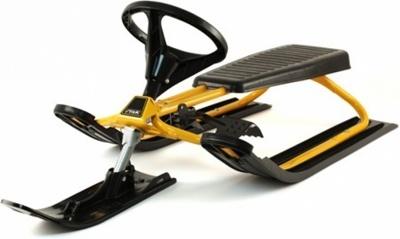 Снегокат Stiga Snowracer Classic, цвет: желтый73-4112-04Снегокат Stiga Snowracer Classic с управляемой передней лыжей и встроенным тормозом. Для зимних развлечений на склонах - выдающийся дизайн и, конечно, лучшие характеристики управляемости. Замечательный спортивный снаряд для активного зимнего отдыха. Классический снегокат Stiga Snowracer Classic с надежной стальной рамой, окрашенной в желтый или черный цвет, оснащен ски-стопом, который сам разворачивается и тормозит снегокат, если ребенок упал.