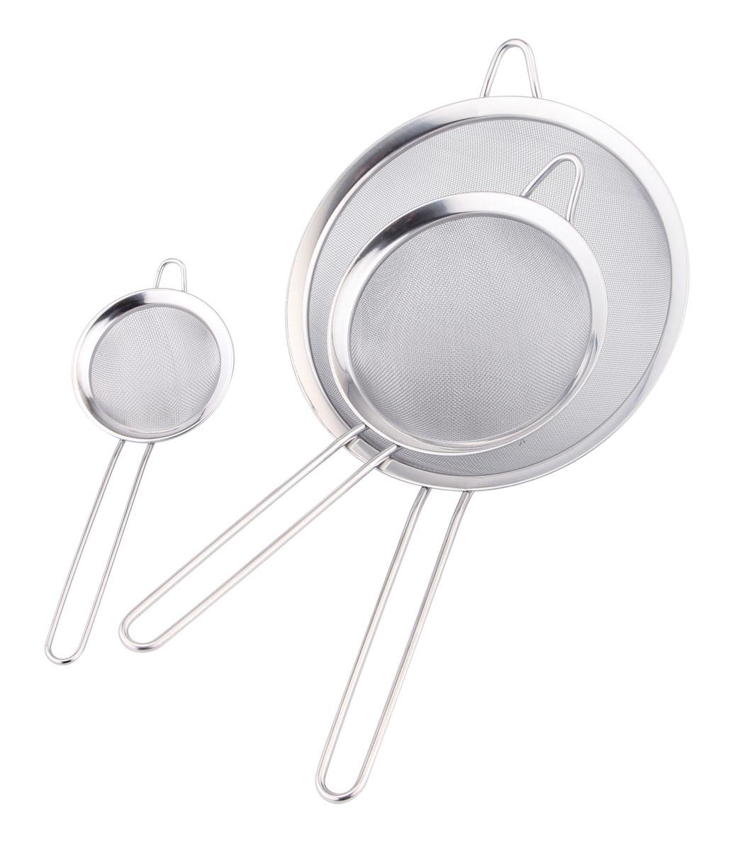 Набор сит Bekker Koch, 3 шт. BK-9213BK-9213Набор Bekker Koch, выполненный из высококачественной нержавеющей стали, содержит 3 сита. Набор станет незаменимым атрибутом на вашей кухне. Удобная ручка-пруток не позволит выскользнуть ситу из вашей руки. Прочная стальная сетка и корпус обеспечивают изделиям износостойкость и долговечность. Предметы набора оснащены специальными ушками, за которые их можно подвесить в любом месте. Такие сита помогут вам процедить или просеять продукты и станут достойным дополнением к кухонному инвентарю. Можно мыть в посудомоечной машине.