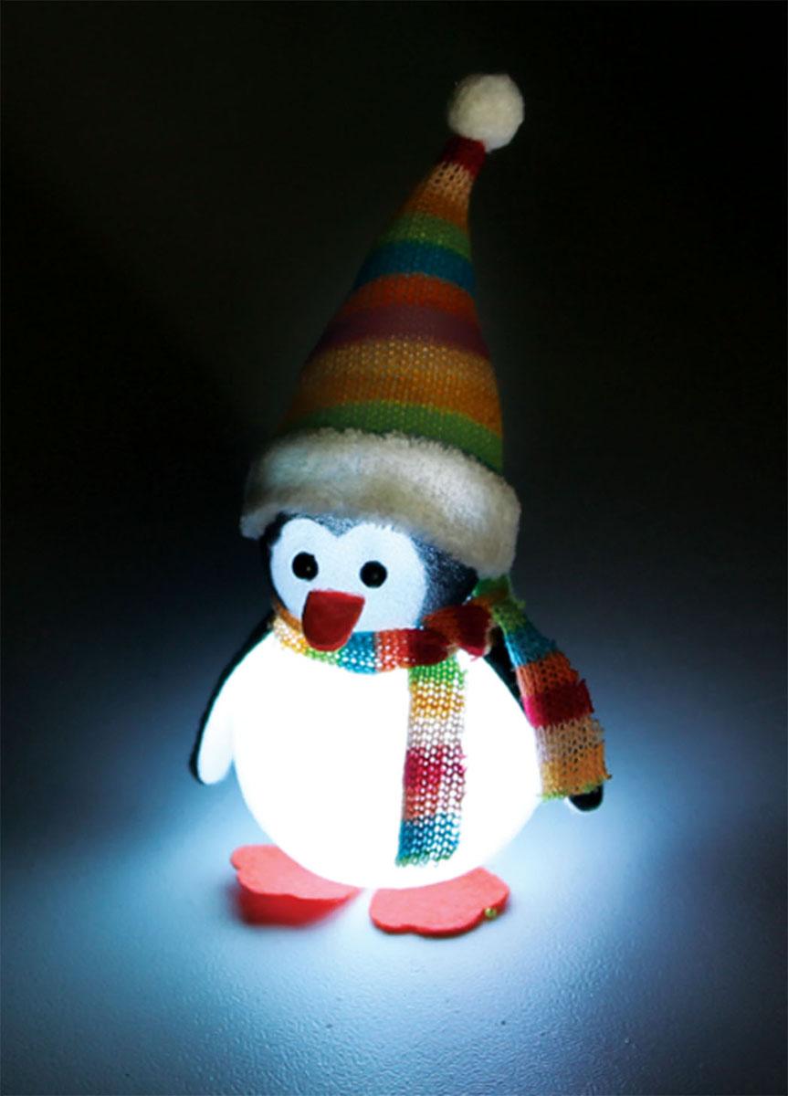 Новогодняя декоративная фигурка Kosmos Пингвин в шапке и шарфе, с подсветкой, высота 16 смKOCNL-EL121