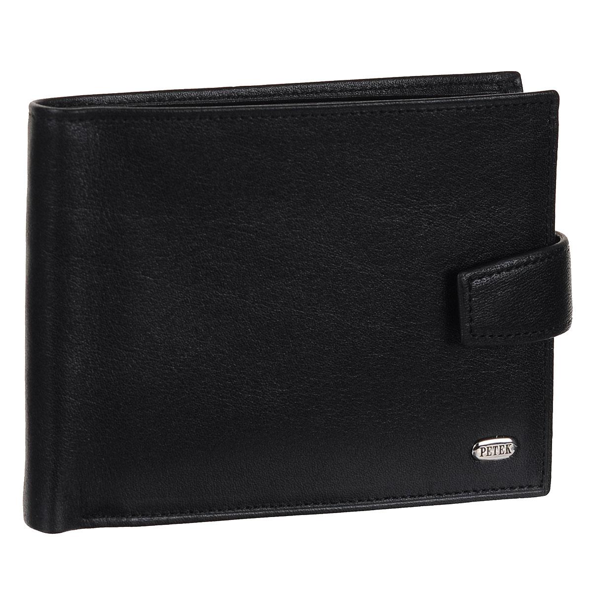 Портмоне мужское Petek, цвет: черный. 102.000.01102.000.01Стильное мужское портмоне Petek изготовлено из натуральной кожи. Закрывается хлястиком на застежку-кнопку. Внутри содержится два отделения для купюр, три кармана для пластиковых карт и визиток, 2 потайных кармашка для мелких бумаг, а также объемное отделение для мелочи, закрывающееся клапаном на кнопке. Внутри портмоне отделано атласным полиэстером с узором. На внутренней стороне изделие оформлено тиснением в виде названия бренда, на лицевой стороне - небольшой металлической пластиной с гравировкой Petek. Стильное портмоне отлично дополнит ваш образ и станет незаменимым аксессуаром на каждый день.