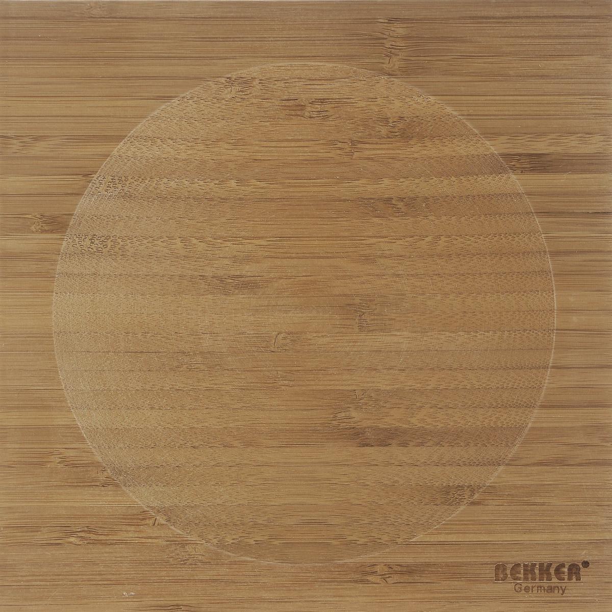 Доска разделочная Bekker, бамбуковая, 20 см х 20 смBK-9720Квадратная разделочная доска Bekker изготовлена из высококачественной древесины бамбука, обладающей антибактериальными свойствами. Бамбук - инновационный материал, идеально подходящий для разделочных досок. Доски из бамбука обладают высокой плотностью структуры древесины, а также устойчивы к механическим воздействиям. Доска оснащена углублением в середине. Функциональная и простая в использовании, разделочная доска Bekker прекрасно впишется в интерьер любой кухни и прослужит вам долгие годы.