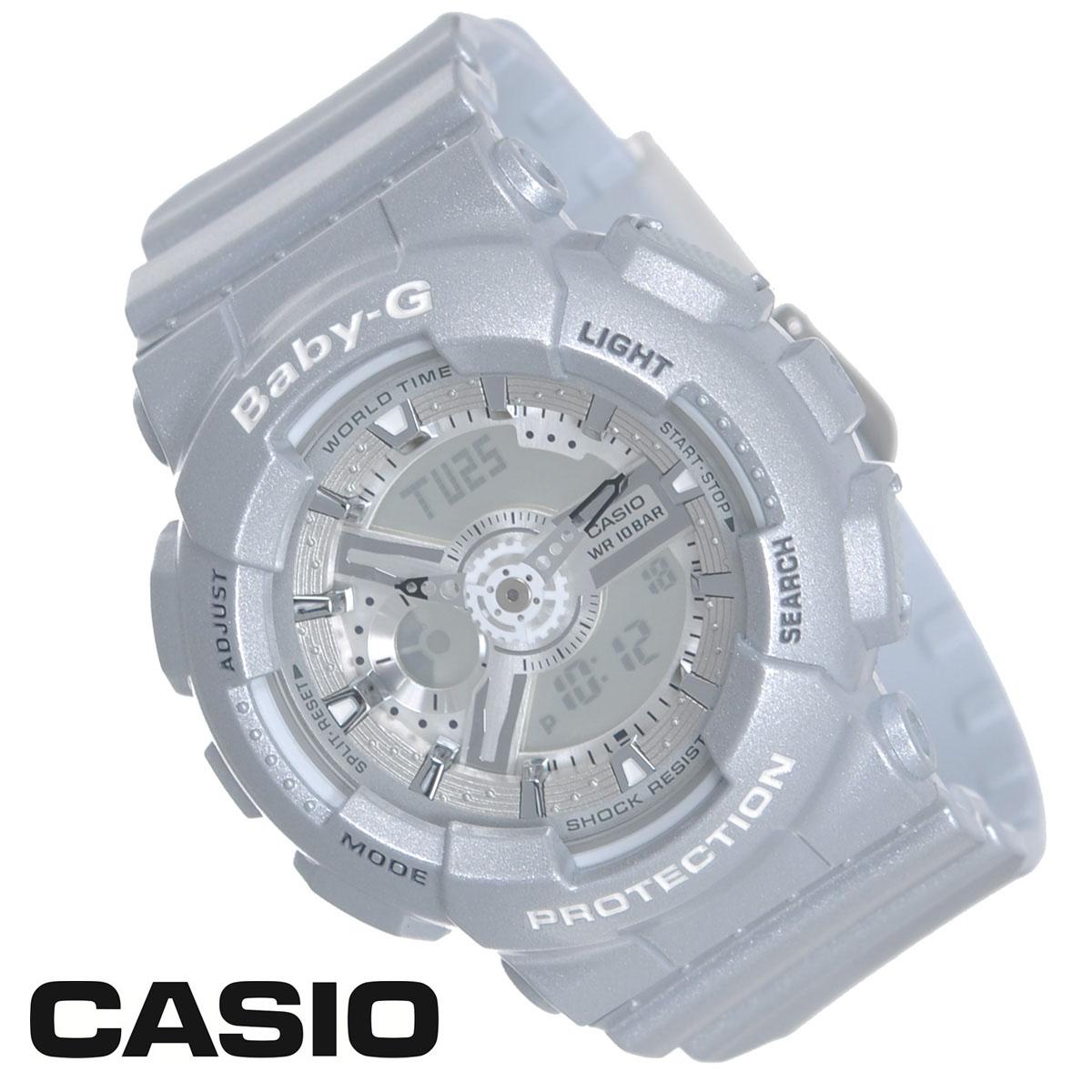 Часы женские наручные Casio Baby-G, цвет: серебристый. CASIO BA-110-8ABA-110-8AСтильные многофункциональные часы Baby-G от японского брэнда Casio - это яркий функциональный аксессуар для современных людей, которые стремятся выделиться из толпы и подчеркнуть свою индивидуальность. Часы выполнены в спортивном стиле. Часы оснащены японским кварцевым механизмом. Часы имеют ударопрочную конструкцию, защищающую механизм от ударов и вибрации. Циферблат с безельными протекторами оснащен двумя стрелками и подсвечивается светодиодом. Ремешок из мягкого пластика застегивается на классическую застежку. Основные функции: - 5 будильников, один с функцией повтора сигнала (чтобы отложить пробуждение), ежечасный сигнал; - сплит-хронограф; - автоматический календарь (число, месяц, день недели, год); - секундомер с точностью показаний 1/100 с, время измерения 24 ч; - 12-ти и 24-х часовой формат времени; - таймер обратного отсчета от 1 мин до 24 ч; - функция включения/отключения звука; - мировое время. Часы...