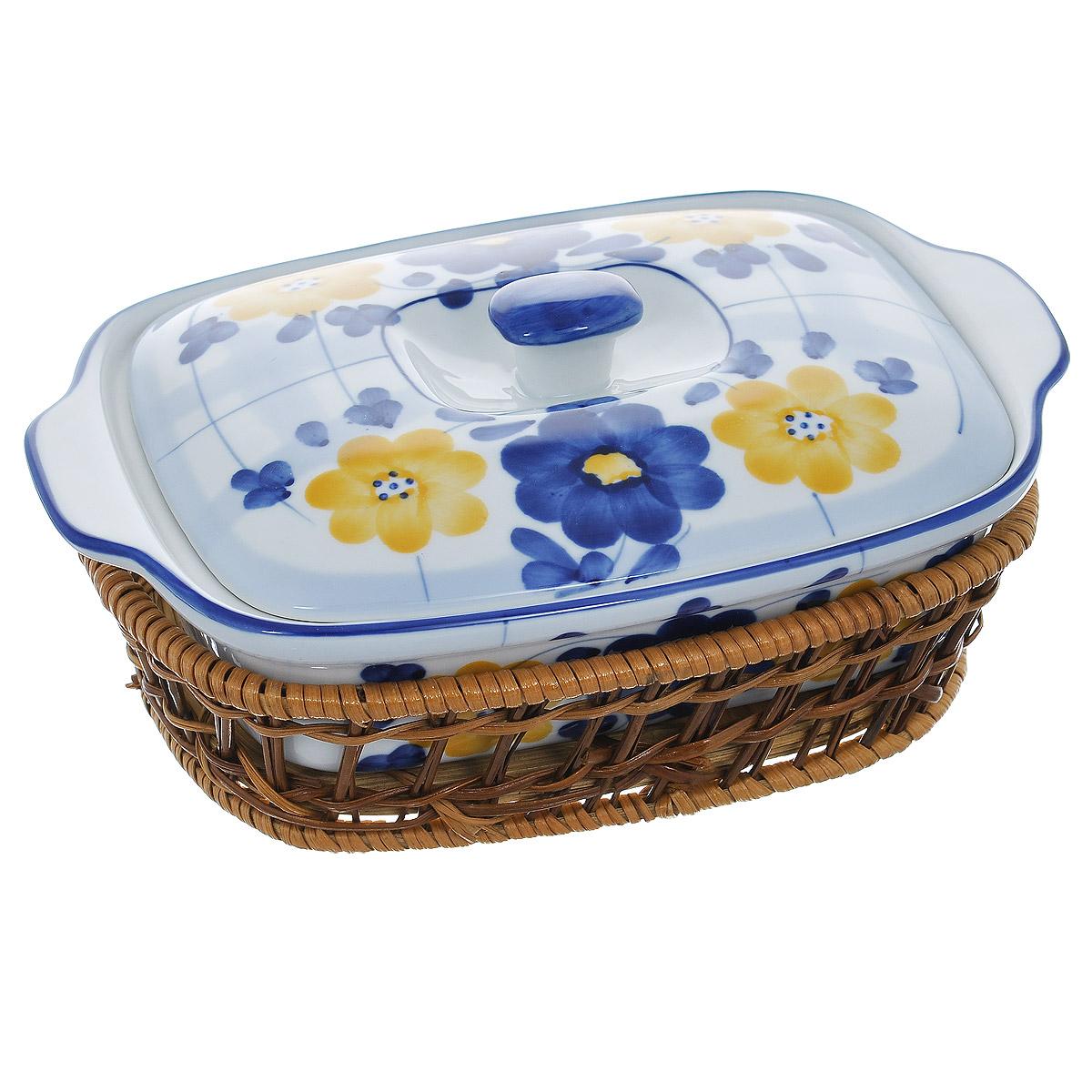 Кастрюля Bekker с крышкой, с корзиной, прямоугольная, цвет: синий, белый, 1 лBK-7333Прямоугольная кастрюля Bekker, изготовленная из высококачественной жаропрочной керамики и декорированная изображением цветов, прекрасно подойдет для запекания. В комплект входит крышка и плетеная корзина-подставка, изготовленная из ротанга. Изделия из керамики идеально подходят как для приготовления пищи, так и для подачи на стол. Материал не содержит свинца и кадмия. С такой кастрюлей вы всегда сможете порадовать своих близких оригинальным блюдом. Кастрюлю можно использовать в духовке и микроволновой печи. Можно мыть в посудомоечной машине.