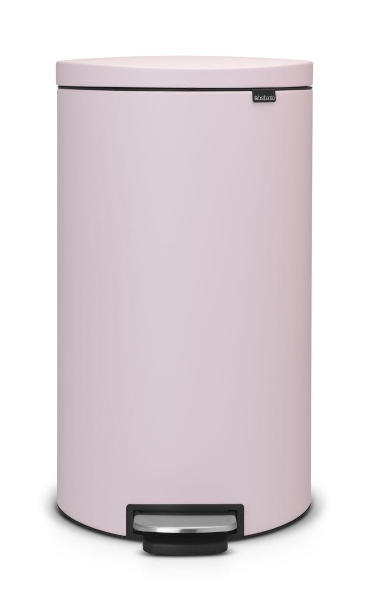 Бак мусорный Brabantia FlatBack+, с педалью, цвет: розовый, 30 л103988Бак FlatBack+ - это самый эргономичный бак бренда Brabantia. При этом механизм MotionControl обеспечивает бесшумное закрывание и мягкое действие педали. Но и это еще не все - бак имеет защиту от отпечатков пальцев, а также удобную гибкую ручку для переноски. Бесшумное закрывание и мягкое действие педали - механизм MotionControl; Рациональное использование пространства - благодаря конструкции бак может устанавливаться вплотную к стене или кухонному шкафу; Умная фиксация крышки - при открывании крышка не касается стены благодаря уникальной конструкции крепления; Удобный в использовании - при открывании вручную крышка фиксируется в открытом положении, закрывается нажатием педали; Удобная очистка - съемное внутреннее ведро из пластика со складными захватами; Удобная смена мешков для мусора - специальная функция фиксации внутреннего ведра в поднятом положении; Бак удобно перемещать - гибкая ручка для переноски; Предохранение пола от...