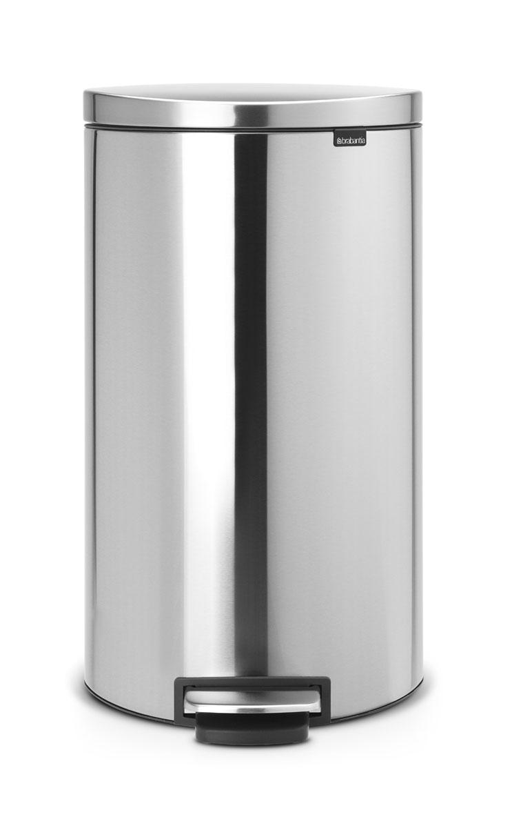 Бак мусорный Brabantia FlatBack+, с педалью, цвет: матовая сталь, 30 л482007Бак FlatBack+ - это самый эргономичный бак бренда Brabantia. При этом механизм MotionControl обеспечивает бесшумное закрывание и мягкое действие педали. Но и это еще не все - бак имеет защиту от отпечатков пальцев, а также удобную гибкую ручку для переноски. Бесшумное закрывание и мягкое действие педали - механизм MotionControl; Рациональное использование пространства - благодаря конструкции бак может устанавливаться вплотную к стене или кухонному шкафу; Умная фиксация крышки - при открывании крышка не касается стены благодаря уникальной конструкции крепления; Удобный в использовании - при открывании вручную крышка фиксируется в открытом положении, закрывается нажатием педали; Удобная очистка - съемное внутреннее ведро из пластика со складными захватами; Удобная смена мешков для мусора - специальная функция фиксации внутреннего ведра в поднятом положении; Бак удобно перемещать - гибкая ручка для переноски; Предохранение пола от...