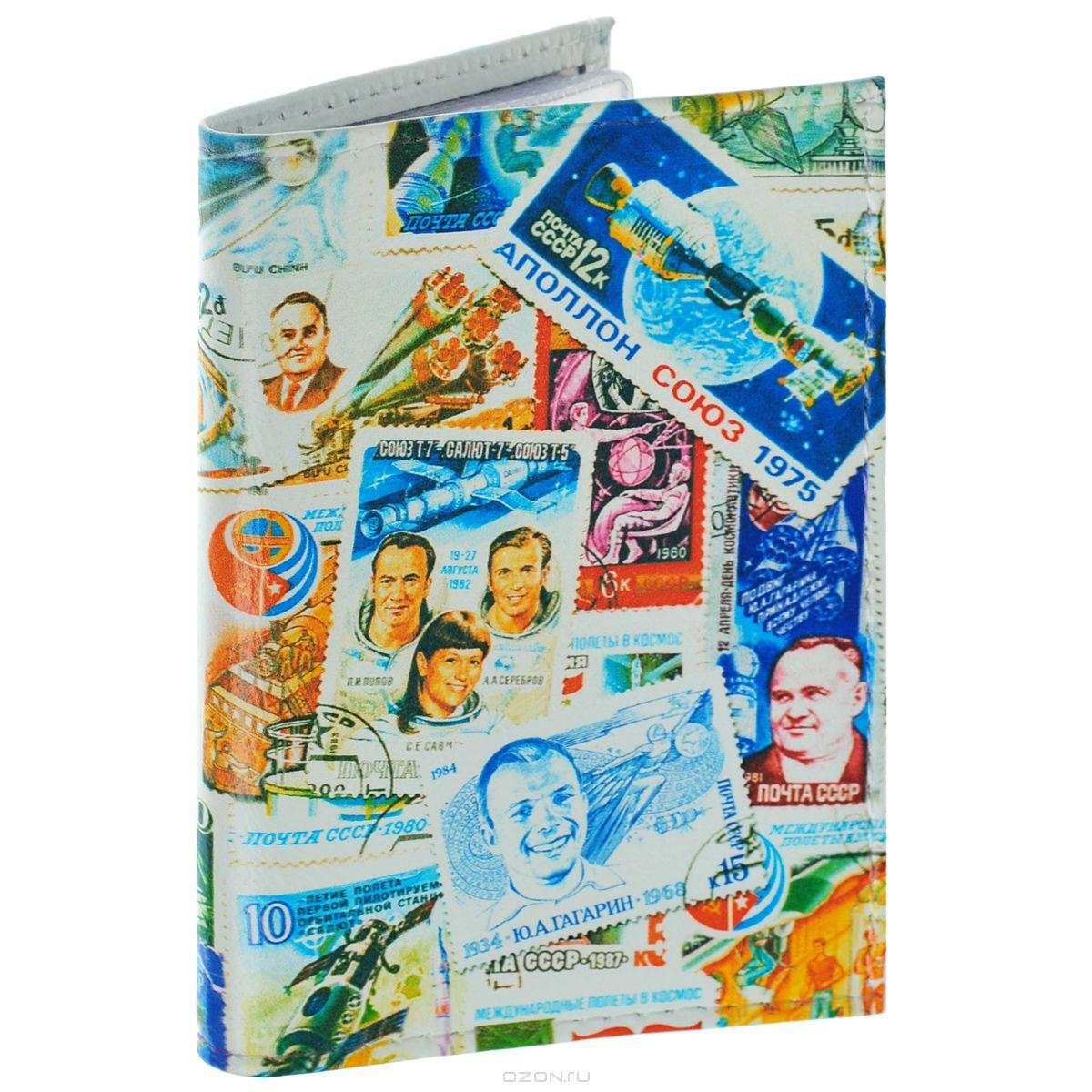 Визитница Космос (марки). VIZIT-195VIZIT-195Оригинальная визитница Mitya Veselkov Космос. Марки - стильная вещь для хранения визиток. Она выполнена из натуральной кожи и оформлена изображениями почтовых марок с космической тематикой. Внутри содержится съемный блок из прозрачного мягкого пластика на 18 визиток и 2 прозрачных вертикальных кармана. Яркая и оригинальная визитница подчеркнет вашу индивидуальность и изысканный вкус, а также станет замечательным подарком человеку, ценящему качественные и практичные вещи.