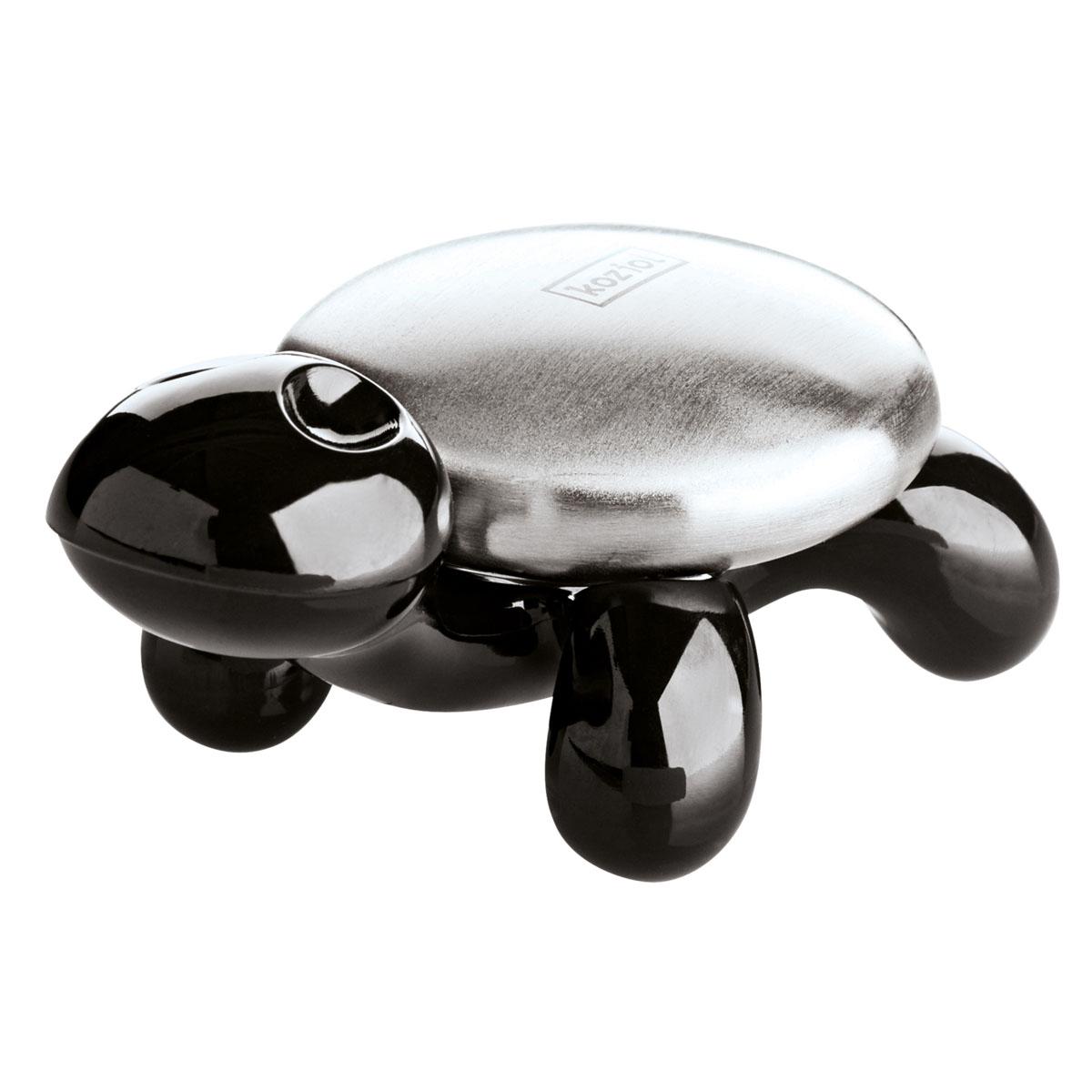 Мыло металлическое Koziol Amanda, цвет: черный, серебристый004.120500.003Металлический кусок мыла Koziol Amanda на изящной подставке в виде черепахи избавляет руки от неприятного запаха чеснока или лука. При контакте с водой металл мгновенно нейтрализует и устраняет неприятный запах. Размер подставки: 10 см х 5,6 см х 4,7 см. Диаметр мыла: 5,5 см.