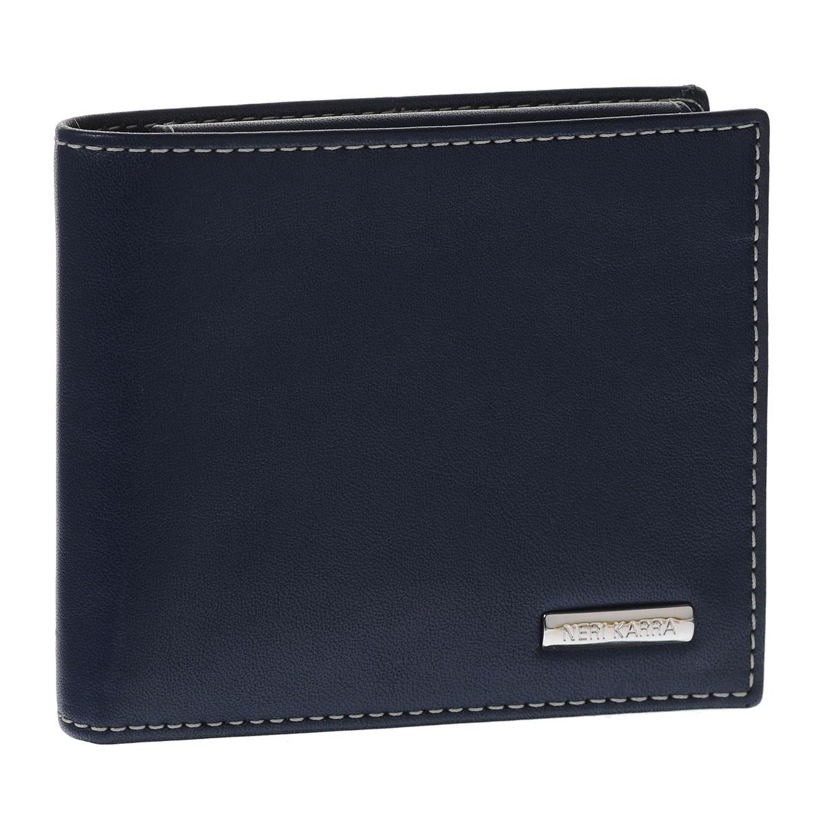 Портмоне мужское Neri Karra, цвет: синий, бежевый. 0366 3-01.09/3-01.650366 3-01.09/3-01.65Стильное мужское портмоне Neri Karra изготовлено из натуральной кожи. Внутри содержится два отделения для купюр, четыре кармана для пластиковых карт и визиток, 2 потайных кармашка для мелких бумаг, а также объемное отделение для мелочи, закрывающееся клапаном на кнопке. Внутри портмоне отделано прочным однотонным шелком. На внутренней стороне изделие оформлено тиснением в виде названия бренда, на лицевой стороне - небольшой металлической пластиной с гравировкой Neri Karra. Стильное и практичное портмоне подчеркнет ваш неповторимый вкус и станет стильным аксессуаром, идеально подходящим вашему образу. Портмоне упаковано в коробку из плотного картона с логотипом фирмы.