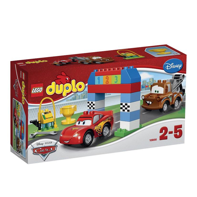 LEGO DUPLO Конструктор Гонки на Тачках 1060010600Готовы броситься вперед со своими лучшими гоночными друзьями Молнией МакКуином и Мэтром? Маленькие водители могут построить стартовые ворота из больших ярких кубиков LEGO DUPLO, а потом вывести на старт Молнию МакКуина и Мэтра! Сделайте питстоп, чтобы отрегулировать машину гаечным ключом и заправиться на станции, а потом вперед, к финишу! Кто выиграет Кубок Поршня? Будущим звездам Формулы-1 понравится создавать истории со своими лучшими друзьями Молнией МакКуином и Мэтром! Используйте кубики с цифрами, чтобы развить начальные навыки счета, и поощряйте воображение детей - пусть они используют флаги, гаечные ключи и кубок, чтобы воплотить истории машинок в жизнь. В набор входят фигурки Молнии МакКуина и Мэтра. Конструктор - это один из самых увлекательнейших и веселых способов времяпрепровождения. Ребенок сможет часами играть с конструктором, придумывая различные ситуации и истории. В процессе игры с конструкторами Lego дети приобретают и постигают такие необходимые навыки...
