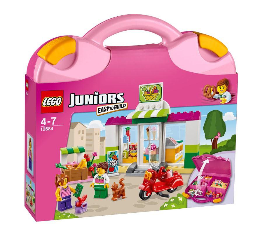 LEGO Juniors Конструктор Чемоданчик Супермаркет 1068410684Всегда бери чемоданчик LEGO Juniors Супермаркет с собой в дорогу! Построй супермаркет с овощами и забавный красный скутер, который поможет твоим героям добраться до магазина. Выбери вкусное мороженое, положи продукты в корзину и погладь дружелюбного кота. Этот красочный игровой набор содержит 134 пластиковых элемента для сборки, в том числе две фигурки продавца-консультанта и покупателя, а также инструкцию по сборке. Конструктор упакован в удобный пластиковый чемоданчик. Конструктор - это один из самых увлекательнейших и веселых способов времяпрепровождения. Ребенок сможет часами играть с конструктором, придумывая различные ситуации и истории. В процессе игры с конструкторами LEGO дети приобретают и постигают такие необходимые навыки как познание, творчество, воображение. Обычные наблюдения за детьми показывают, что единственное, чему они с удовольствием посвящают время, - это игры. Игра - это состояние души, это веселый опыт познания реальности. Играя, дети...
