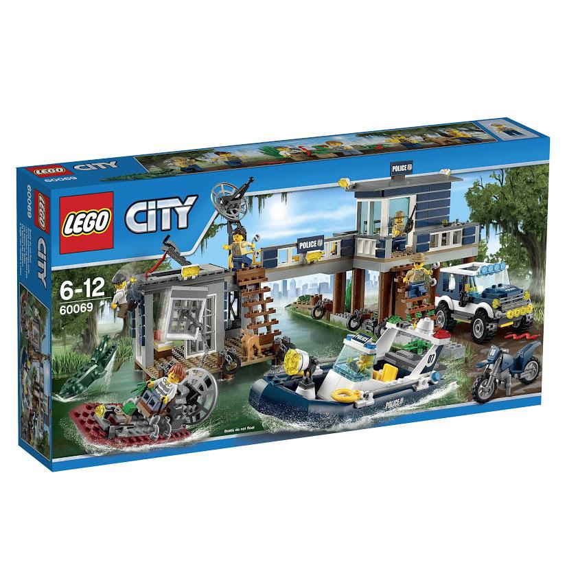 LEGO City Конструктор Участок новой Лесной Полиции60069В полицейском участке на болотах дела идут как обычно, вдруг раз - и…! Сигнал тревоги! Преступники совершили дерзкий побег из тюрьмы, вытащив дверь тюрьмы при помощи цепи, прикрепленной к своему мощному болотному катеру! Мобилизуй все полицейские подразделения, используй полноприводной внедорожник, запрыгни в мощный патрульный катер. Пора поймать этих преступников и опять отправить их за решетку, где им и место! Этот красочный игровой набор содержит 707 пластиковых элементов для сборки, в том числе 6 минифигурок с разнообразными аксессуарами: 2 преступника и 4 офицера полиции. Также в наборе инструкция по сборке. Конструктор - это один из самых увлекательнейших и веселых способов времяпрепровождения. Ребенок сможет часами играть с конструктором, придумывая различные ситуации и истории. В процессе игры с конструкторами LEGO дети приобретают и постигают такие необходимые навыки как познание, творчество, воображение. Обычные наблюдения за детьми показывают, что...