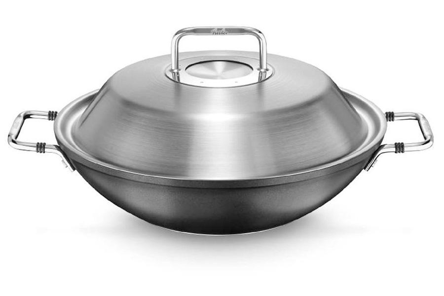 Вок Fissler, серия Luno, 31 см5680631Вок из алюминия с антипригарным покрытием. Подходит для все типов плит. Для готовки используйте только аксессуары для посуды с антипригарным покрытием. Пустую посуду не подвергайте воздействию высоких температур. Мыть жидким моющим средством, без применения абразивных веществ и металлических губок. Не мыть в посудомоечной машине.