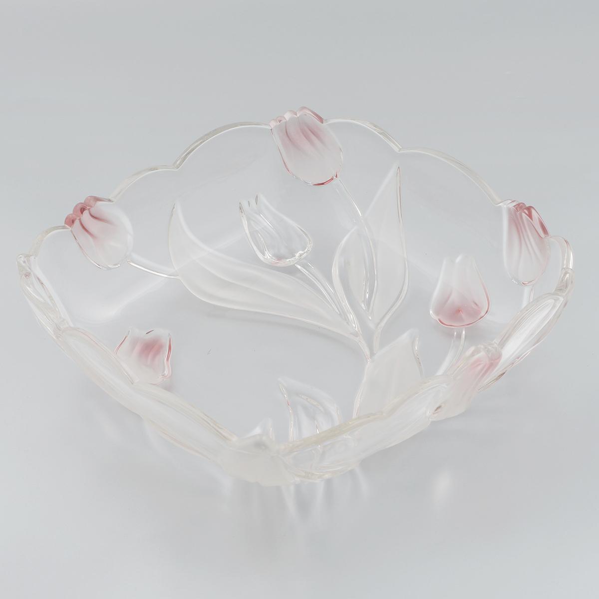 Салатник Walther-Glas Nadine, цвет: белый, розовый, 26 х 26 х 7 см16466*Салатник Walther-Glas Nadine выполнено из высококачественного толстого стекла и декорировано рельефом в форме цветов. Салатник имеет волнистые края, что, несомненно, понравится любителям классического стиля. Такой салатник украсит ваш праздничный или обеденный стол, а яркое оформление понравится любой хозяйке. Применять только мягкие моющие средства и избегать мытья в посудомоечной машине.