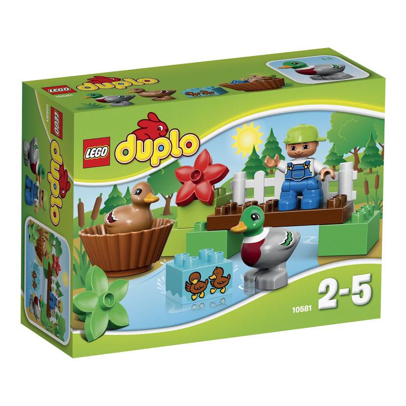 LEGO DUPLO Конструктор Уточки в лесу 1058110581Отправляйтесь на прогулку по прекрасному лесу! Постройте мост над речкой и наблюдайте, как мама-утка и папа-селезень играют вместе с утятами в воде! Маленькие дети будут в восторге от этого набора LEGO DUPLO, который предлагает абсолютно новые лесные сюжеты для ролевой игры! В набор входит фигурка ребенка, утка и селезень. Этот красочный игровой набор содержит 13 пластиковых элементов для сборки, фигурку и инструкцию по сборке. Конструктор - это один из самых увлекательнейших и веселых способов времяпрепровождения. Ребенок сможет часами играть с конструктором, придумывая различные ситуации и истории. В процессе игры с конструкторами LEGO дети приобретают и постигают такие необходимые навыки как познание, творчество, воображение. Обычные наблюдения за детьми показывают, что единственное, чему они с удовольствием посвящают время - это игры. Игра - это состояние души, это веселый опыт познания реальности. Играя, дети создают собственные миры, осваивают их,...