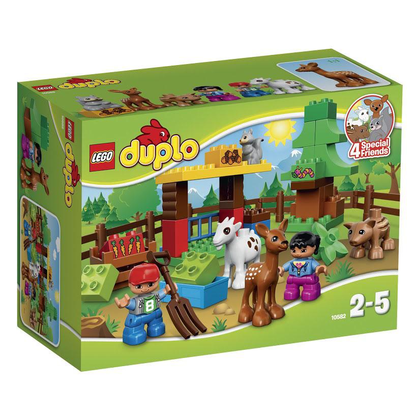 LEGO DUPLO Конструктор Лесные животные 1058210582Давайте играть с лесными животными! Дружелюбная белочка, косуля, дикий кабан и козочка готовы к веселью. Расскажите малышам о том, что едят животные, с помощью кубиков с изображением орехов, морковки и червячков, или постройте дерево и уютную берлогу, где будут спать животные. Маленькие дети будут в восторге от этого набора LEGO DUPLO, который предлагает абсолютно новые лесные сюжеты для ролевой игры! Этот красочный игровой набор содержит 39 пластиковых элементов для сборки, 2 фигурки и инструкцию по сборке. Конструктор - это один из самых увлекательнейших и веселых способов времяпрепровождения. Ребенок сможет часами играть с конструктором, придумывая различные ситуации и истории. В процессе игры с конструкторами LEGO дети приобретают и постигают такие необходимые навыки как познание, творчество, воображение. Обычные наблюдения за детьми показывают, что единственное, чему они с удовольствием посвящают время - это игры. Игра - это состояние души,...
