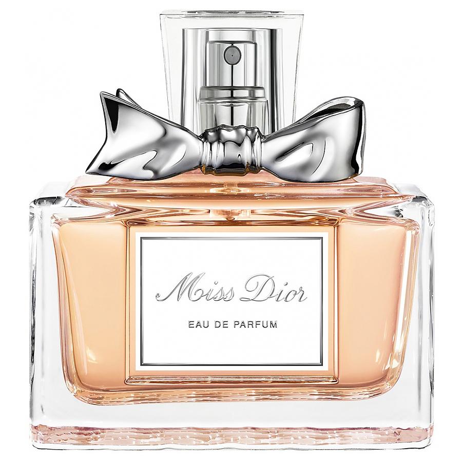 Christian Dior Miss Dior. Парфюмерная вода, женская, 50 млF008222109Christian Dior Miss Dior - элегантность вне времени. Господин Диор говорил: открывается флакон, и один за другим появляются на свет все мои замыслы. И каждая женщина, одетая в мое платье, будет окутана изысканной женственной вуалью этого аромата. Miss Dior - аромат высокой моды. Гальбанум, являясь верхней нотой аромата Miss Dior, придает ему утонченную свежесть. Являясь символом женственности, жасмин один из наиболее часто используемых цветов в парфюмерии. Деликатный и нежный он является ароматом сам по себе. Классификация аромата : цветочный, шипровый. Верхние ноты: бергамот, шалфей, гальбанум, гардения. Ноты сердца: нероли, жасмин, нарцисс, роза. Ноты шлейфа: сандал, мох, пачули, ладан. Ключевые слова : Индивидуальный, яркий, неоднозначный! Характеристики: Объем: 50 мл. Производитель: Франция. Самый популярный вид парфюмерной...