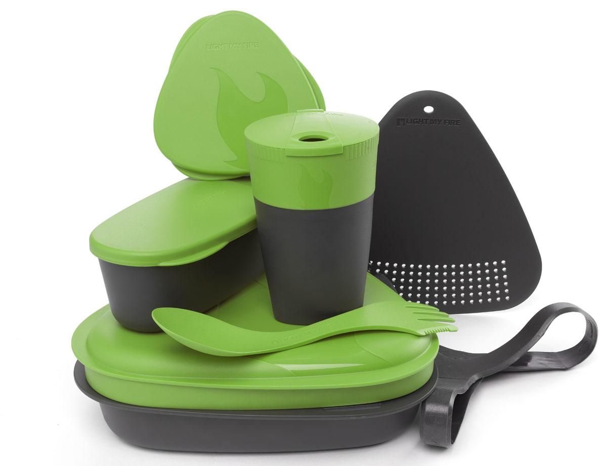 Набор походной посуды Light My Fire MealKit 2.0, цвет: зеленый, 10 предметов41363310Набор походной посуды Light My Fire MealKit 2.0 отлично подойдет для обедов на работе, в школе, для пикника, походов и загородного отдыха. Набор включает в себя: контейнер с крышкой, которая так же может использоваться как тарелка, ловилку Spork Original, которая сочетает в себе ложку, вилку, нож, герметичную коробочку с мерной шкалой SnapBox original, герметичную коробочку c мерной шкалой SnapBox oval, складную кружку Pack-up-Cup, комбинированную разделочную доску и удерживающий резиновый ремешок. Набор можно мыть в посудомоечной машине и использовать в микроволновой печи. Кроме того, набор Light My Fire MealKit 2.0 не тонет в воде! С таким набором не возможно остаться незамеченным. Размер контейнера (с учетом крышки): 19 см х 19 см х 6 см. Объем контейнера: 900 мл. Объем крышки: 500 мл. Длина ловилки: 17 см. Размер кружки (в разложенном виде): 7 см х 7 см х 10,5 см. Объем кружки: 260 мл. Размер кружки (в сложенном виде):...