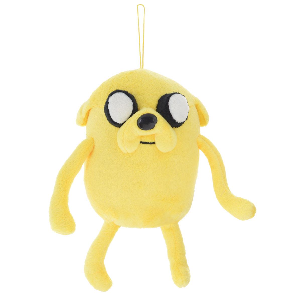 Мягкая игрушка Adventure Time Пес Джейк, 22 смDATU0Очаровательная мягкая игрушка Adventure Time Джейк вызовет умиление и улыбку у каждого, кто ее увидит. Игрушка выполнена в виде Джейка - одного из главных персонажей в мультсериале Время приключений. У игрушки есть текстильный шнурок высотой 9 см. Джейк - это волшебная собака, постоянный компаньон, лучший друг и сводный брат Финна. Джейк еще с пеленок может волшебным образом растягиваться и принимать различные формы. Эта способность множество раз помогала в их с Финном приключениях. У Джейка необычайно мощное воображение: все, что он воображает, становится реальностью. Характер у Джейка спокойный, он предпочитает ни о чем не переживать и плыть по течению. Удивительно мягкая игрушка принесет радость и подарит своему обладателю мгновения нежных объятий и приятных воспоминаний. Великолепное качество исполнения делают эту игрушку чудесным подарком к любому празднику.