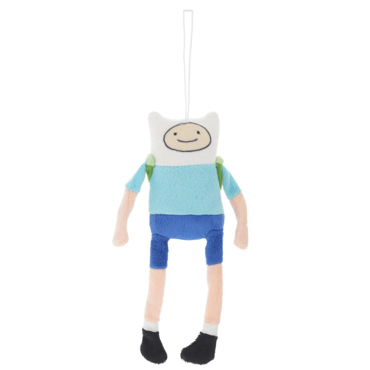 Мягкая игрушка Adventure Time Финн, 19,5 смFABU0Очаровательная мягкая игрушка Adventure Time Финн вызовет умиление и улыбку у каждого, кто ее увидит. Игрушка выполнена в виде Финна - одного из главных персонажей в мультсериале Время приключений. У игрушки есть текстильный шнурок, с помощью которого ее можно повесить. За спиной у Финна салатово-зеленый рюкзак. Финн - мальчик, который обожает путешествовать со своим лучшим другом Джейком, а также спасать принцесс из лап ужасных злодеев, населяющих Землю УУУ. Финн является единственным известным человеком в Землях УУУ. Финн очень добрый. Удивительно мягкая игрушка принесет радость и подарит своему обладателю мгновения нежных объятий и приятных воспоминаний. Великолепное качество исполнения делают эту игрушку чудесным подарком к любому празднику.