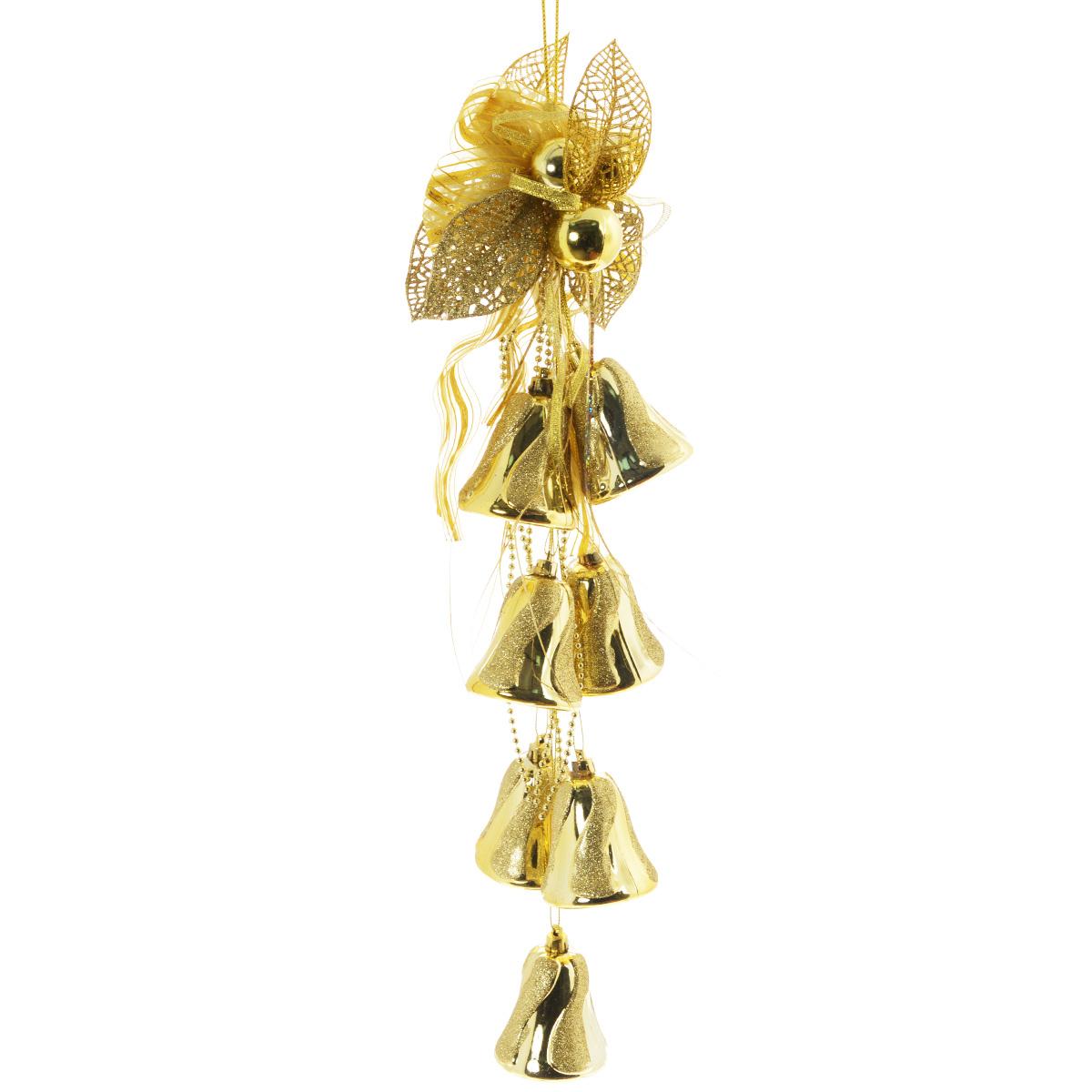 Новогоднее подвесное украшение Sima-land Колокольчики, цвет: золотистый, длина 50 см. 815817815817золотоНовогоднее украшение Sima-land Колокольчики отлично подойдет для декорации вашего дома и новогодней ели. Украшение выполнено в виде декоративной подвесной композиции из текстильного банта, пластиковых веток, бус, колокольчиков. Украшение оснащено текстильной петелькой для подвешивания. Елочная игрушка - символ Нового года. Она несет в себе волшебство и красоту праздника. Создайте в своем доме атмосферу веселья и радости, украшая всей семьей новогоднюю елку нарядными игрушками, которые будут из года в год накапливать теплоту воспоминаний.