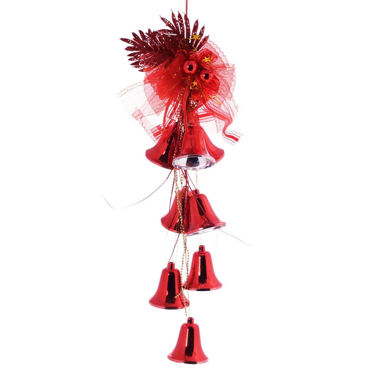 Новогоднее подвесное украшение Sima-land Колокольчики, цвет: красный, длина 58 см. 815818815818красныНовогоднее украшение Sima-land Колокольчики отлично подойдет для декорации вашего дома и новогодней ели. Украшение выполнено в виде декоративной подвесной композиции из текстильного банта, пластиковых веток, бус, колокольчиков и шаров. Украшение оснащено текстильной петелькой для подвешивания. Елочная игрушка - символ Нового года. Она несет в себе волшебство и красоту праздника. Создайте в своем доме атмосферу веселья и радости, украшая всей семьей новогоднюю елку нарядными игрушками, которые будут из года в год накапливать теплоту воспоминаний.