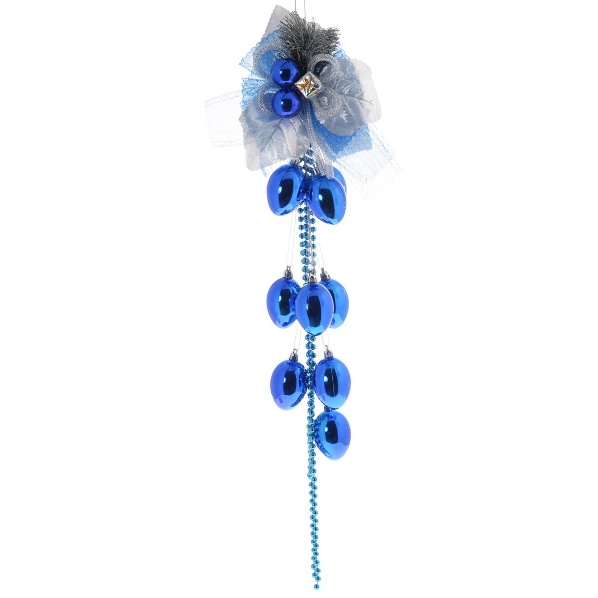 Новогоднее подвесное украшение Sima-land Бант, цвет: синий, длина 74 см733896синийНовогоднее украшение Sima-land Бант отлично подойдет для декорации вашего дома и новогодней ели. Украшение выполнено в виде декоративной подвесной композиции из текстильного банта, пластиковых еловых веток, бус, колокольчиков. Украшение оснащено текстильной петелькой для подвешивания. Елочная игрушка - символ Нового года. Она несет в себе волшебство и красоту праздника. Создайте в своем доме атмосферу веселья и радости, украшая всей семьей новогоднюю елку нарядными игрушками, которые будут из года в год накапливать теплоту воспоминаний.