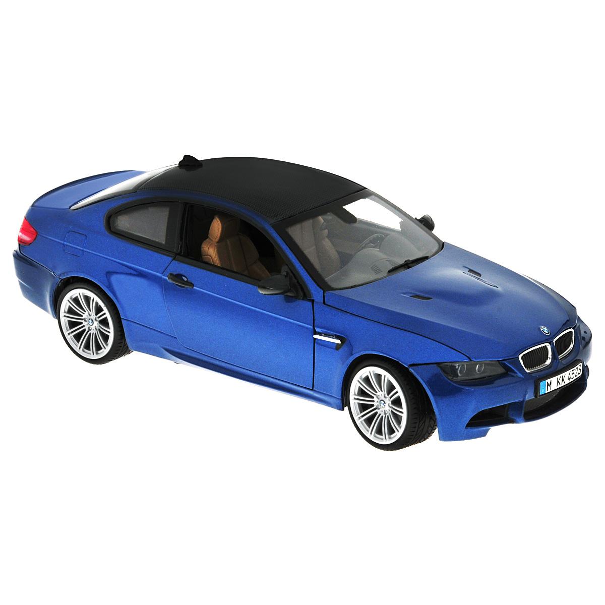 MotorMax Модель автомобиля BMW M3 Coupe цвет синийdarkblue/ast73182Коллекционная модель MotorMax BMW M3 Coupe станет хорошим подарком для любого ценителя автомобилей. Агрессивный и практичный автомобиль, изготовленный немецким концерном BMW, славящимся своей педантичностью в проработке деталей, не нуждается в представлении. Различные модификации BMW M3 нашли широкое отражение даже в компьютерной игре Need for Speed, появившись сразу в нескольких играх серии. Модель BMW M3 Coupe изготовлена брендом MOTORMAX с не меньшим вниманием к деталям, чем у ее прототипа. В совершенстве воспроизведены разнообразные элементы интерьера и «начинки» авто, включая приборную панель и двигатель в моторном отсеке. У автомобиля открываются двери и капот, поворачиваются колеса. Для изготовления корпуса машинки использован литой металл (die cast) с пластиковыми элементами, а еще у этого автомобиля шины из настоящей резины. Модель помещена на пластиковую подставку с оригинальным названием машины. Эта игрушка станет великолепным подарком...