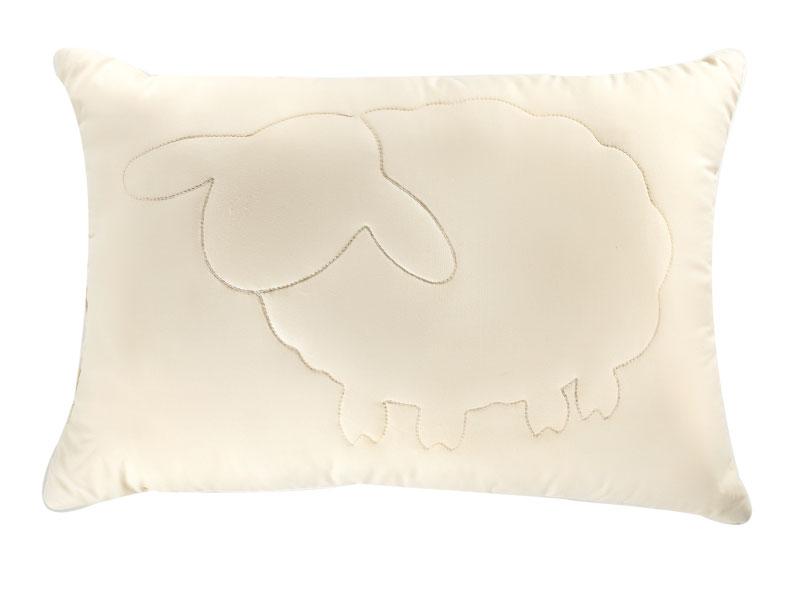 Подушка Лэмби, цвет: бежевый, 50 х 72 см1106101910Подушка Лэмби с наполнителем из натуральной овечьей шерсти и оригинальной художественной стежкой не оставят равнодушными тех, кто ценит здоровье и красоту. Чехол подушки изготовлен из ткани нового поколения Биософт, которая отличается нежной шелковистой фактурой и высокой прочностью, надежно удерживает наполнитель внутри изделия. Лечебные свойства овечьей шерсти снимут напряжение и мышечные боли, стимулируя кровообращение. Благодаря внутреннему слою Экофайбер, защищенному с обеих сторон пластами натуральной шерсти, подушка Лэмби обеспечит оптимальную поддержку головы, во время сна. Подушка упакована в чехол на застежке-молнии с ручкой, что очень удобно при переноске и хранении. Подушка Лэмби станет прекрасным подарком для ваших близких.