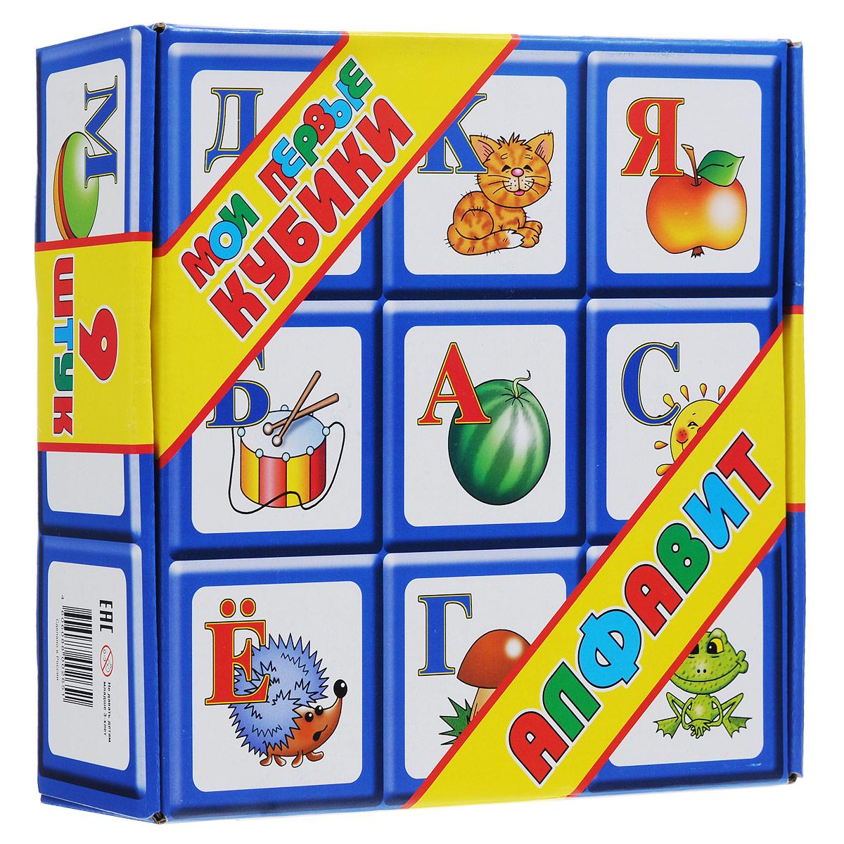 Набор кубиков Алфавит, 9 шт00265Учим алфавит, играя. Набор больших детских кубиков с картинками и буквами русского алфавита. Кубики с русским алфавитом, предназначенные для самых маленьких. Их размер оптимальный по соотношению габариты/вес, проще говоря, кубики в наборе большие, но легкие. Картинки детского художника Людмилы Двининой «однозначны» (нет акул, которых ребенок может назвать рыбой, тигрят, похожих на котят и т. д.). Кубики сделаны из пищевого полиэтилена, так, на всякий случай,вдруг во рту окажутся,а картинки отпечатаны на самоклеющейся бумаге с повышенной адгезией. Тем не менее, советуем регулярно осматривать набор, памятуя о том, что подцепить за край и попытаться содрать картинку-это вообще самое интересное, что можно сделать с кубиками. Не рассчитывайте собрать из девяти кубиков огромное количество слов, ведь их главное предназначение – развивать мелкую моторику, координацию, пространственное мышление и учить буквы, играя.