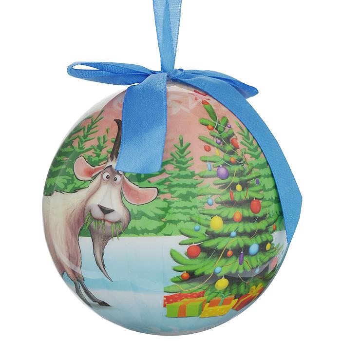 Новогоднее подвесное украшение Шар. Козочка, диаметр 10 см020296Новогоднее подвесное украшение Шар. Символ года - Козочка выполнено из ПВХ и декорировано текстильным бантом и новогодним изображением. С помощью специальной петельки украшение можно повесить в любом понравившемся вам месте. Но, конечно, удачнее всего такой шар будет смотреться на праздничной елке. Елочная игрушка - символ Нового года. Она несет в себе волшебство и красоту праздника. Создайте в своем доме атмосферу веселья и радости, украшая новогоднюю елку нарядными игрушками, которые будут из года в год накапливать теплоту воспоминаний.