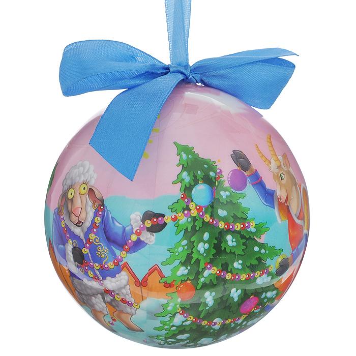 Новогоднее подвесное украшение Шар. Козочка и овечка, диаметр 10 см020295Новогоднее подвесное украшение Шар. Козочка и овечка выполнено из ПВХ и декорировано текстильным бантом и новогодним изображением. С помощью специальной петельки украшение можно повесить в любом понравившемся вам месте. Но, конечно, удачнее всего такой шар будет смотреться на праздничной елке. Елочная игрушка - символ Нового года. Она несет в себе волшебство и красоту праздника. Создайте в своем доме атмосферу веселья и радости, украшая новогоднюю елку нарядными игрушками, которые будут из года в год накапливать теплоту воспоминаний.