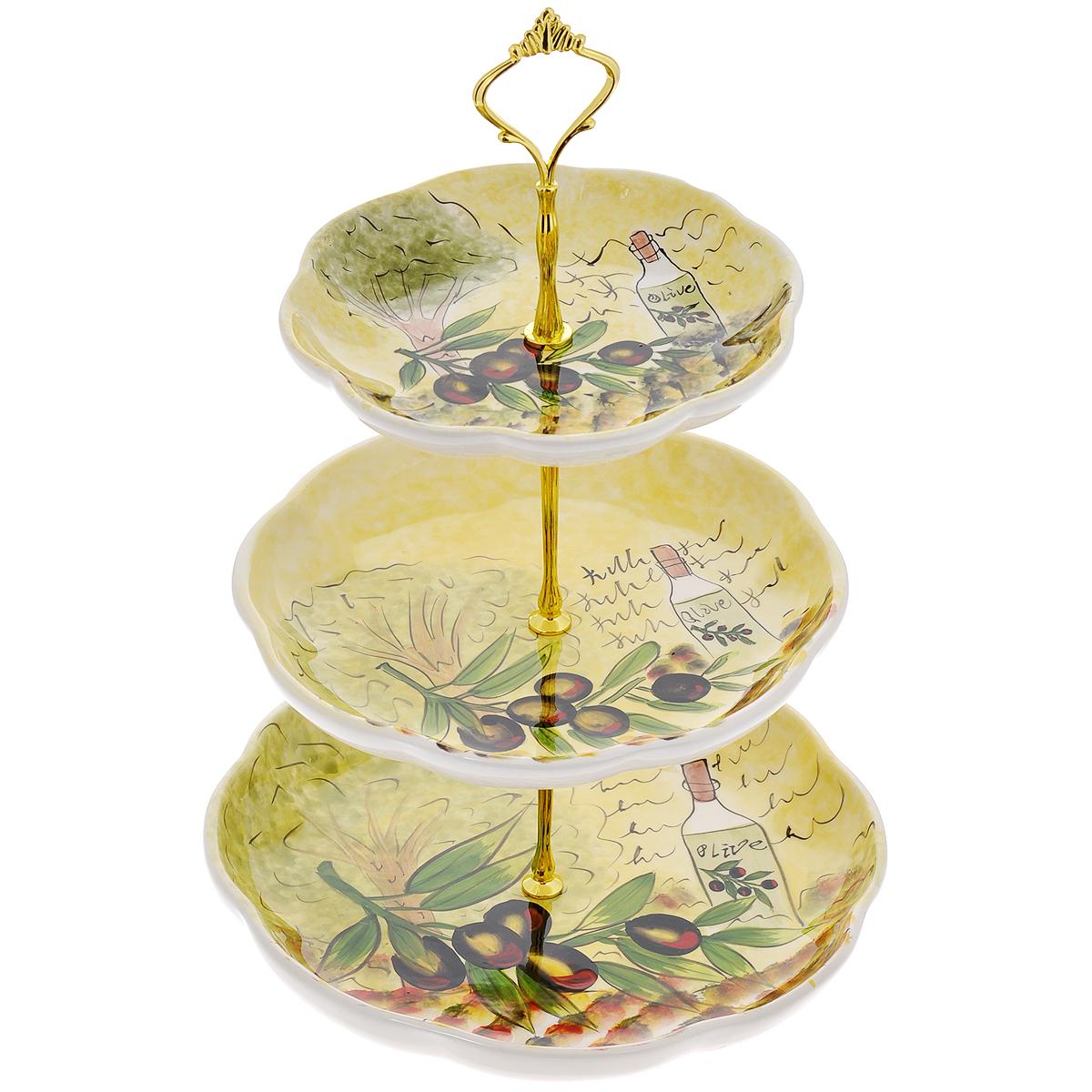 Фруктовница Маслины, трехъяруснаяDFC02083-02208 3/SТрехъярусная фруктовница Маслины, выполненная из доломитовой керамики, сочетает в себе изысканный дизайн с максимальной функциональностью. Блюда фруктовницы круглой формы украшены изображением маслин. Изделие предназначено для красивой сервировки. Такая фруктовница придется по вкусу и ценителям классики, и тем, кто предпочитает утонченность и изящность. Фруктовница Маслины имеет классический дизайн и придаст элегантный вид каждому обеденному столу.