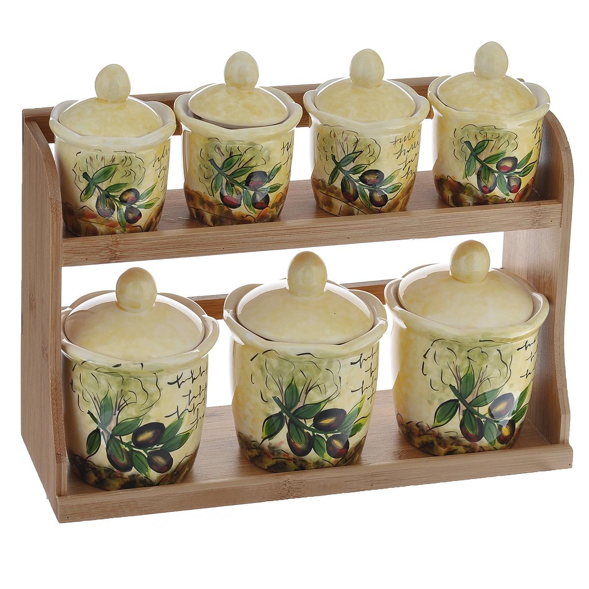 Набор банок для хранения сыпучих продуктов Маслины, 8 предметовDFC02064-02208 BO 3/SНабор Маслины состоит из трех больших банок, четырех маленьких банок и подставки. Предметы набора изготовлены из доломитовой керамики и декорированы изображением маслин. Изделия помещаются на удобную деревянную подставку. Оригинальный дизайн, эстетичность и функциональность набора позволят ему стать достойным дополнением к кухонному инвентарю. Можно мыть в посудомоечной машине на минимальной температуре. Диаметр основания большой емкости: 7 см. Высота большой емкости (без учета крышки): 9 см. Диаметр основания маленькой емкости: 5,5 см. Высота маленькой емкости (без учета крышки): 6,5 см. Размер подставки: 31,5 см х 11 см х 20,5 см.