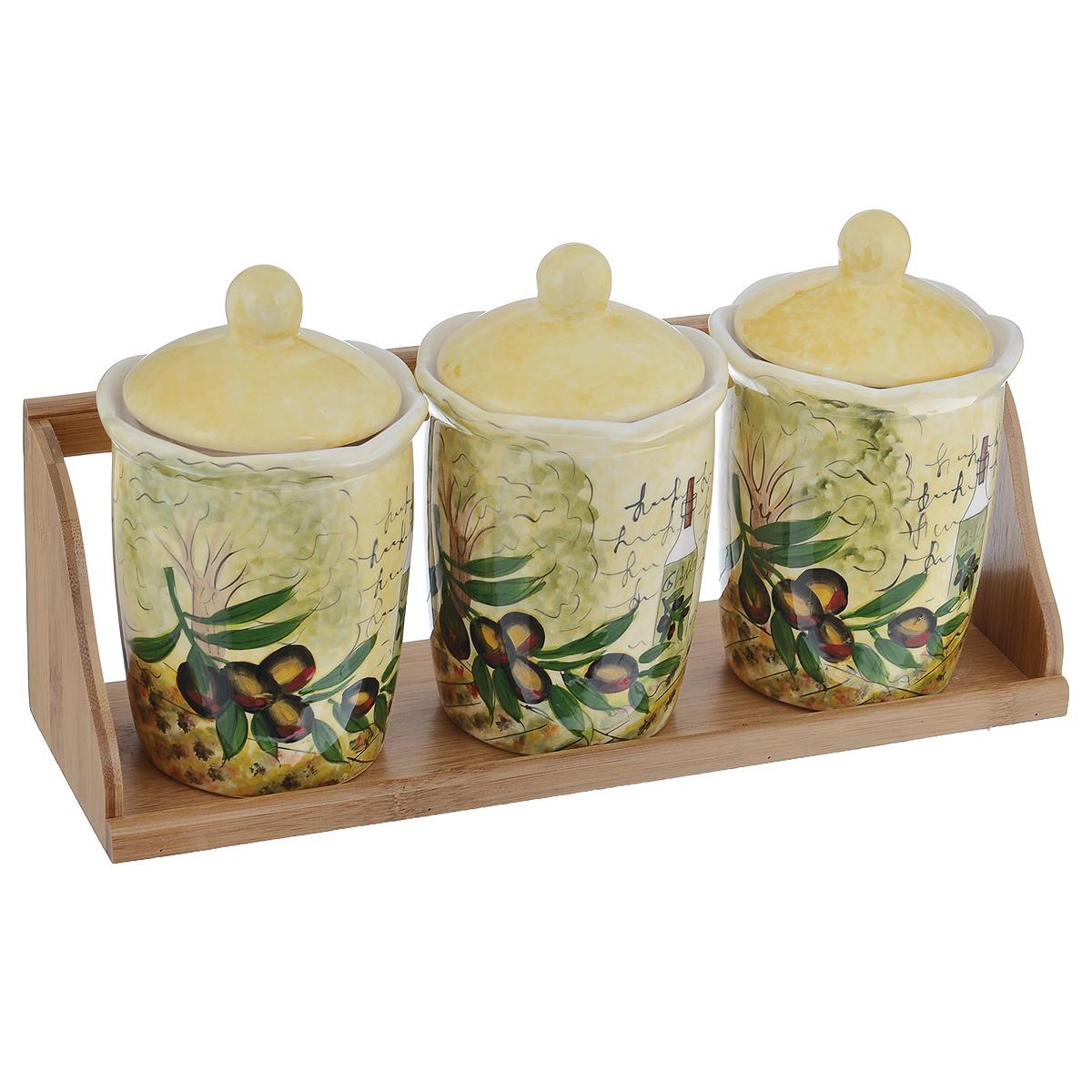 Набор банок для хранения сыпучих продуктов Маслины, 4 предметаDFC02076-02208 BO 3/SНабор Маслины состоит из трех больших банок и подставки. Предметы набора изготовлены из доломитовой керамики и декорированы изображением маслин. Изделия помещаются на удобную деревянную подставку. Оригинальный дизайн, эстетичность и функциональность набора позволят ему стать достойным дополнением к кухонному инвентарю. Можно мыть в посудомоечной машине на минимальной температуре. Диаметр основания емкости: 7,5 см. Высота емкости (без учета крышки): 12,5 см. Объём каждой банки: 550 мл. Размер подставки: 34 х 10,5 х 11,5 см.