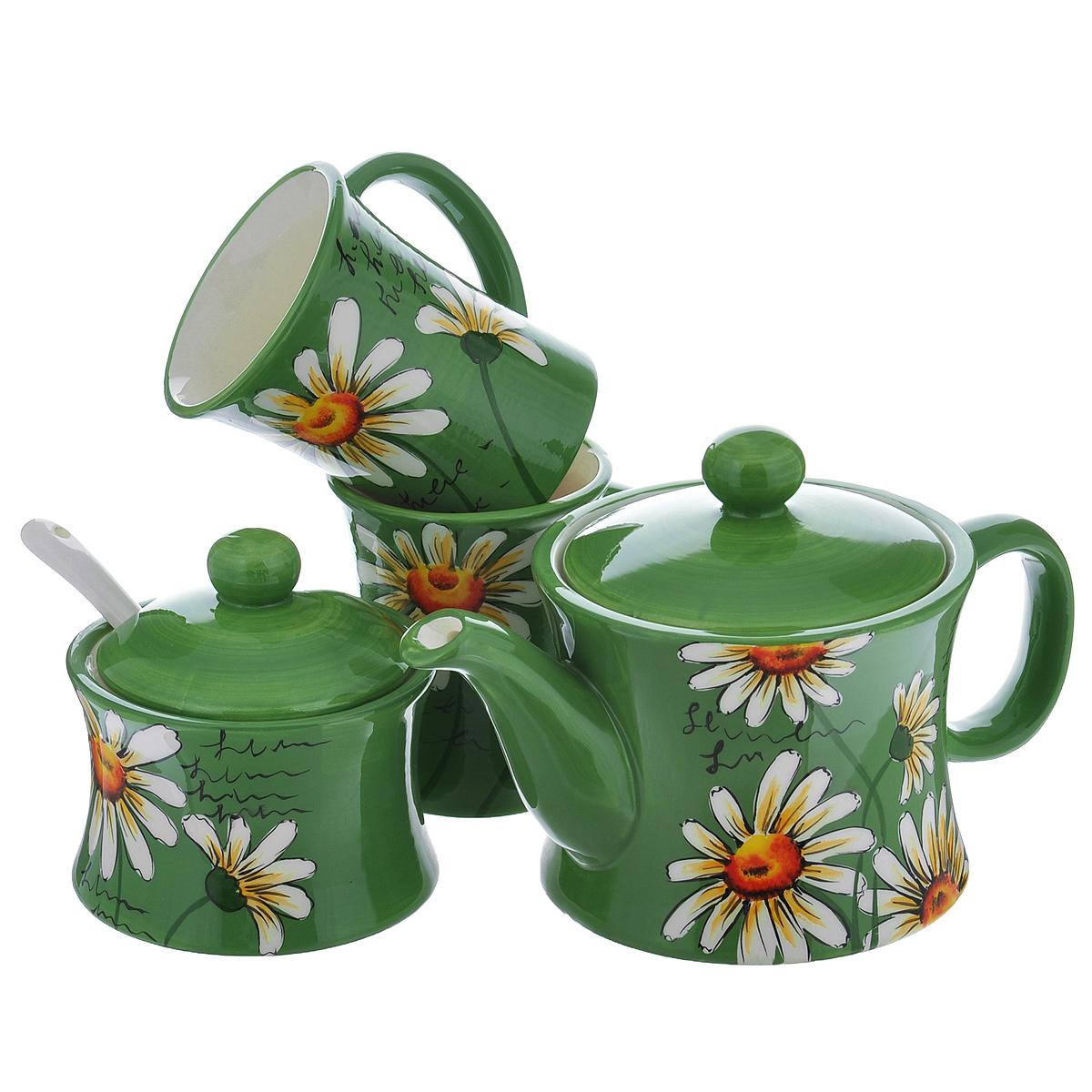 Набор чайный Ромашки, цвет: зеленый, 5 предметовDFC03901/00244/00262-02205 5/SНабор чайный Ромашки состоит из двух чашек, заварочного чайника и сахарницы с ложкой. Набор выполнен из доломитовой керамики и декорирован изображением цветов. Оригинальный дизайн, эстетичность и функциональность набора позволят ему стать достойным дополнением к кухонному инвентарю. Можно мыть в посудомоечной машине на минимальной температуре.