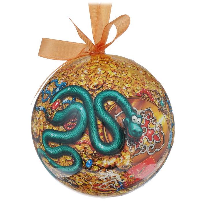 Набор новогодних подвесных украшений Шар. Змейки, диаметр 7,5 см, 3 шт020122Набор Шар. Змейки состоит из 3 подвесных украшений в форме шара. Украшения, выполненные из ПВХ, оформлены красочными изображениями веселых змеек. Благодаря плотному корпусу изделия никогда не разобьются, поэтому вы можете быть уверены, что они прослужат вам долгие годы. Украшения можно повесить на новогоднюю елку с помощью атласных ленточек. Елочная игрушка - несет в себе волшебство и красоту праздника. Создайте в своем доме атмосферу веселья и радости, украшая новогоднюю елку нарядными игрушками, которые будут из года в год накапливать теплоту воспоминаний.