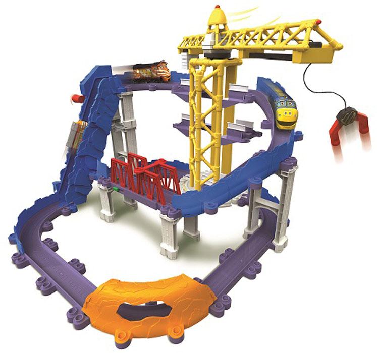 Chuggington Игровой набор Большая стройкаLC54241Игровой набор Chuggington Большая стройка привлечет внимание вашего ребенка и не позволит ему скучать. В набор входят элементы для сборки трека с мостом и вращающимся башенным краном, а также 2 паровозика - Брюстер и Кормак, которые являются уменьшенными копиями персонажей из мультсериала Chuggington. Из составных элементов трека и опор можно собрать 4 разные конструкции. Ваш ребенок часами будет играть с набором, самостоятельно создавая разные модификации трека и придумывая различные истории. Порадуйте его таким замечательным подарком! Чаггингтон - удивительный городок из мультсериала Веселые паровозики из Чаггингтона, населенный приветливыми паровозиками. Каждый день они узнают что-то новое, радуются открытиям и обожают приключения! Центр Чаггингтона - депо, место обитания дружных паровозов. Каждый день отсюда в разные концы города и за его пределы отправляются составы, чтобы доставить по адресам важные грузы. Трое друзей -...