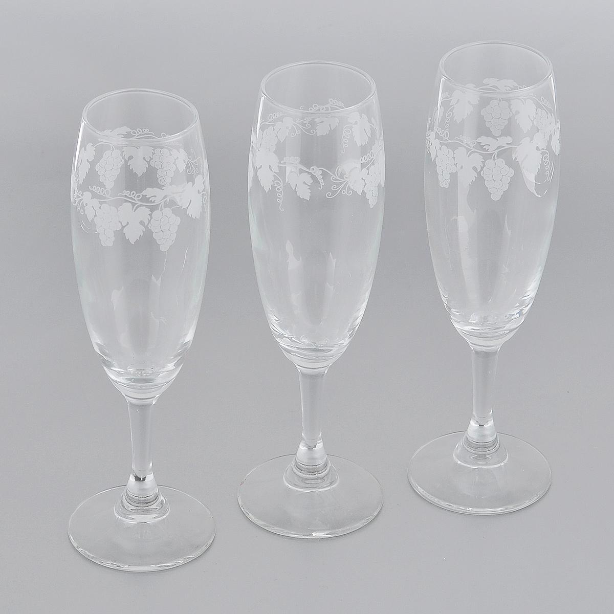 Набор бокалов для вина Royal Leerdam Vignoble, 170 мл, 3 шт3364К9С17 (921595)Набор Royal Leerdam Vignoble состоит из 3 бокалов, выполненных из высококачественного стекла. Изделия украшены изящным орнаментом в виде виноградной лозы. Бокалы предназначены для подачи шампанского. Набор бокалов прекрасно оформит сервировку стола и создаст в доме атмосферу праздника и уюта. Можно мыть в посудомоечной машине.
