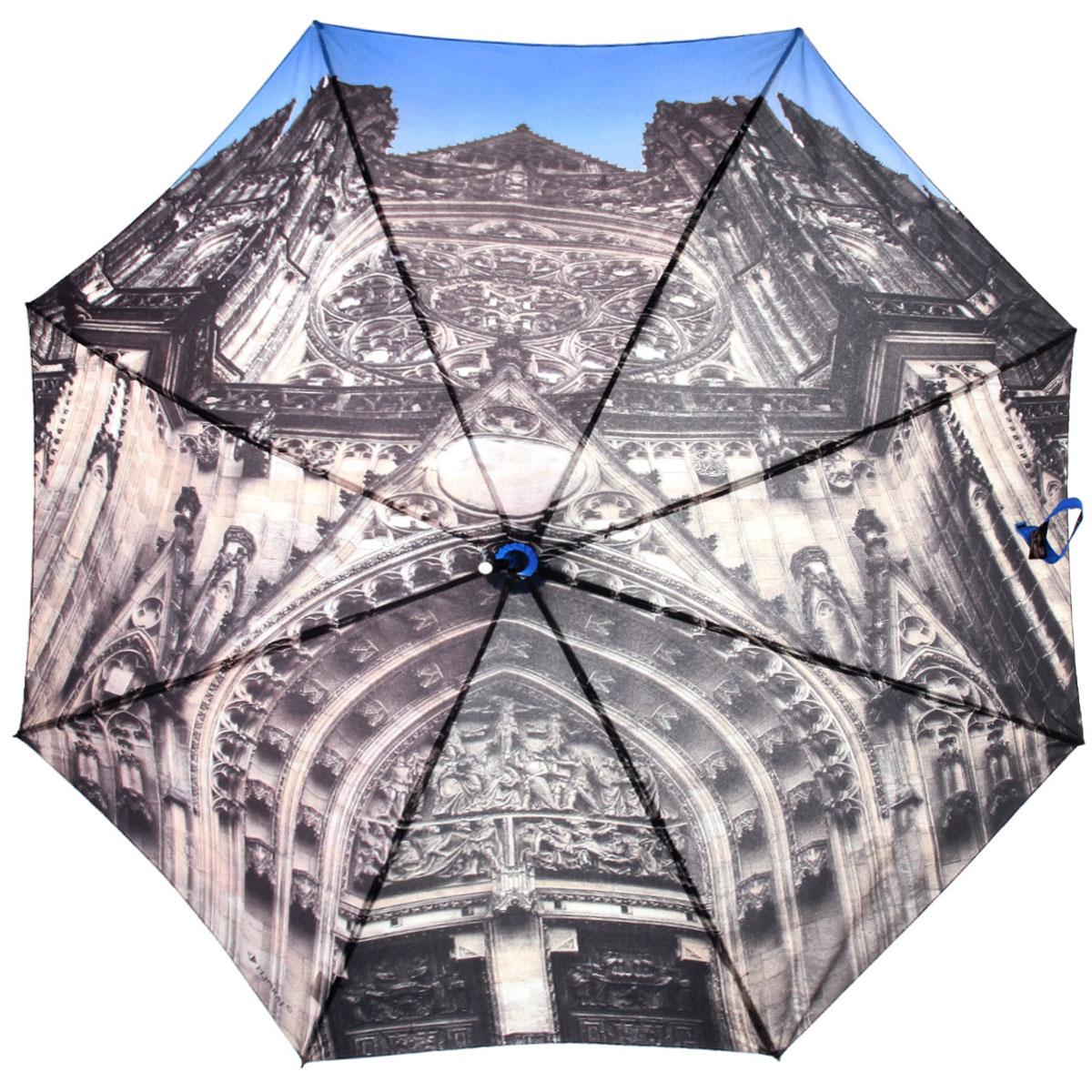 Зонт-трость Flioraj Чешский собор, полуавтомат, голубой, серый012-7 FJЭлегантный полуавтоматический зонт-трость Flioraj Чешский собор даже в ненастную погоду позволит вам подчеркнуть свою индивидуальность. Каркас зонта из анодированной стали состоит из восьми карбоновых спиц, а рукоятка закругленной формы разработана с учетом требований эргономики и покрыта искусственной кожей. Зонт снабжен системой Антиветер. Зонт имеет полуавтоматический механизм сложения: купол открывается нажатием кнопки на рукоятке, а закрывается вручную до характерного щелчка. Купол зонта выполнен из прочного полиэстера с тефлоновой пропиткой и оформлен оригинальным изображением собора Святого Вита. Закрытый купол фиксируется хлястиком на кнопке. Такой зонт не только надежно защитит вас от дождя, но и станет стильным аксессуаром.