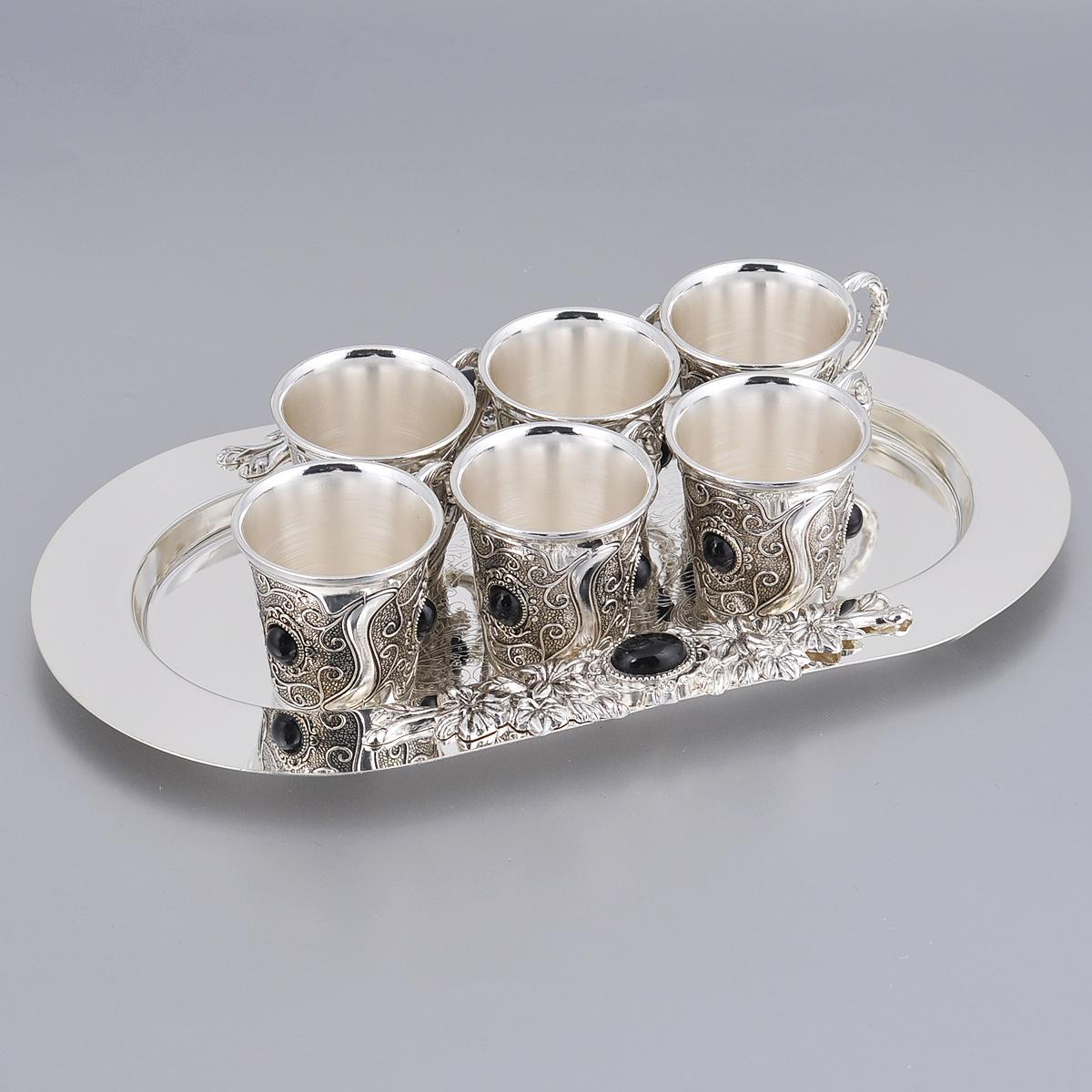 Набор чайный Marquis, 7 предметов. 2143-MR2143-MRЧайный набор Marquis состоит из 6 чашек и подноса. Предметы набора выполнены из стали с серебряно-никелевым покрытием и оформлены изящными рельефными узорами и декоративными камнями. Поднос овальной формы с легкостью уместит все предметы набора. Выполненный под старину, такой набор придется по вкусу и ценителям классики, и тем, кто предпочитает утонченность и изысканность. Сервировка праздничного стола таким набором станет великолепным украшением любого торжества. Не рекомендуется мыть в посудомоечной машине.